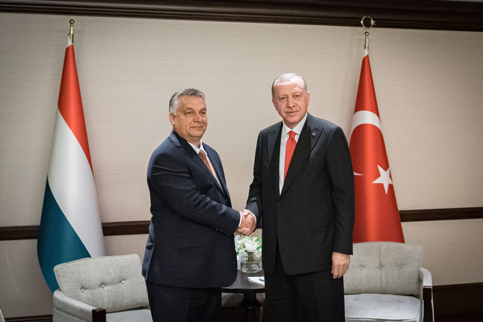 Erdogannal tárgyalt Orbán Azerbajdzsánban