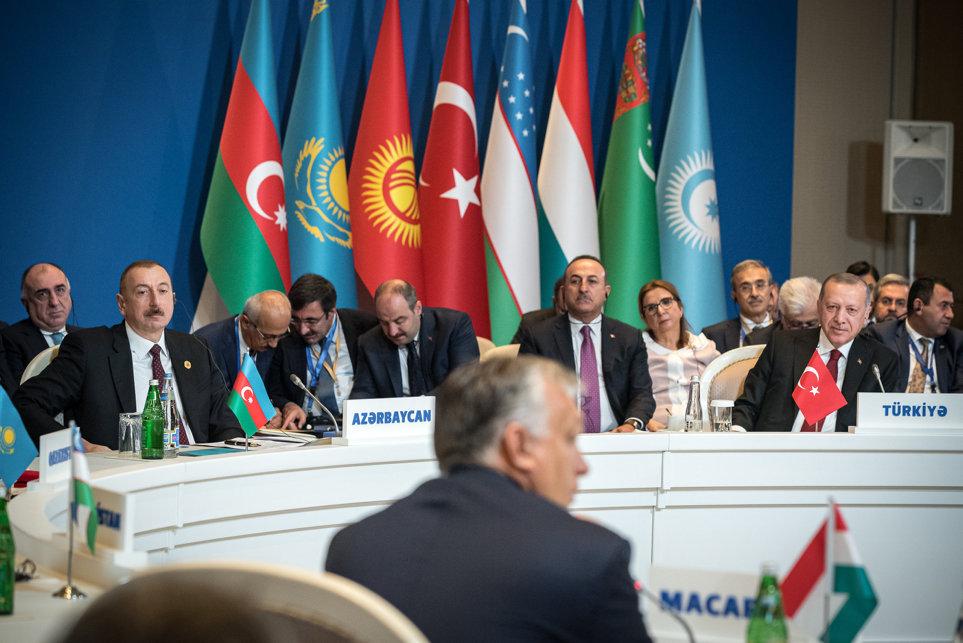 Orbán a szabályokat megszegve felajánlotta a magyar uniós biztos segítségét Azerbajdzsánnak és Törökországnak