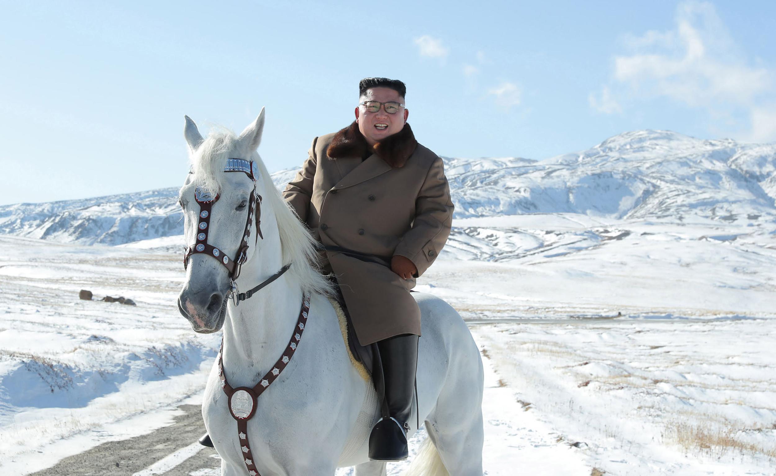Az észak-koreai nukleáris arzenál bővítésével fenyeget Kim Dzsongun