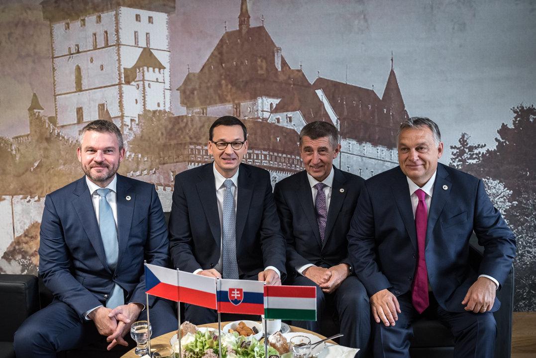 Orbán Viktor határvédelmi alakulatokat kért a V4-es országoktól
