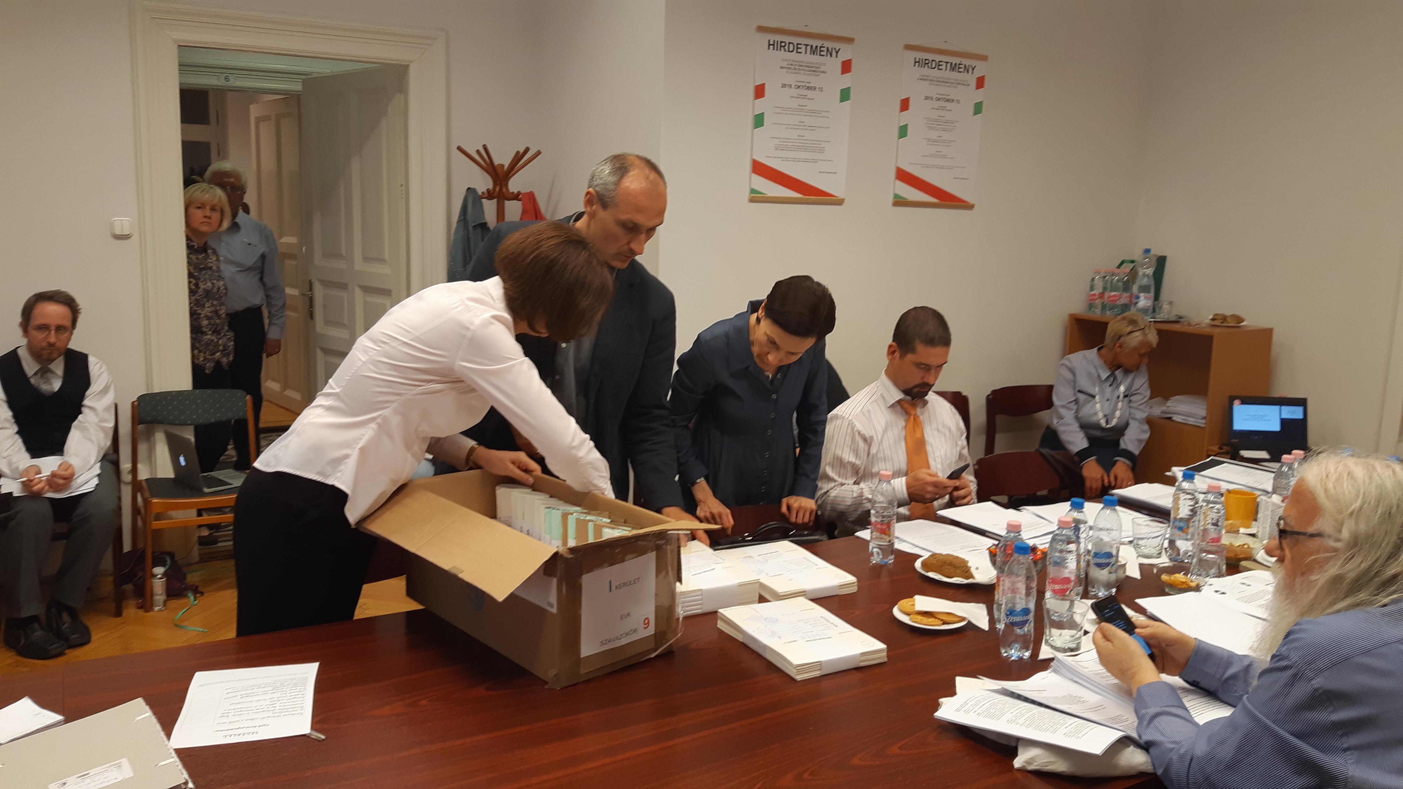 Helyben újraszámolja a Fővárosi Választási Bizottság az I. kerületi polgármesterválasztás eredményét