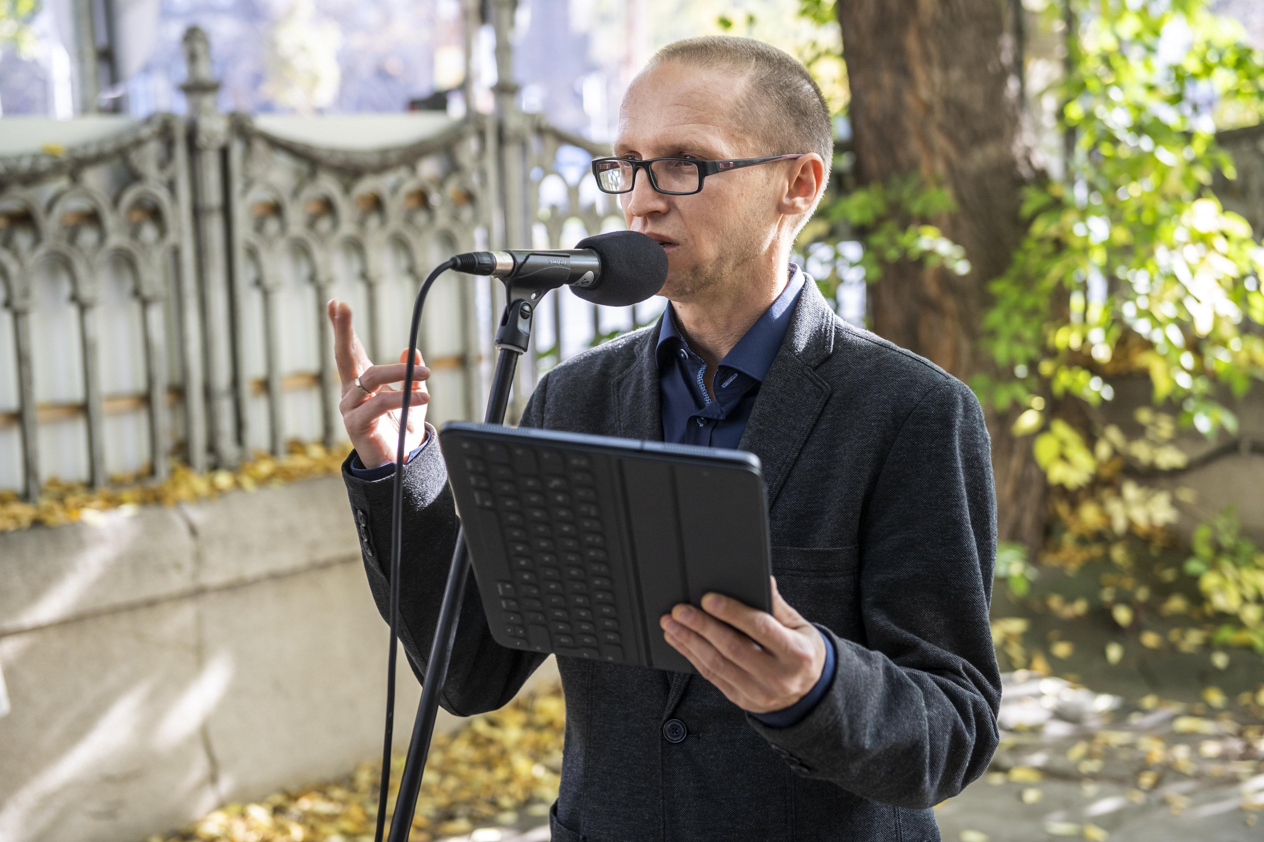 Demeter Szilárd szerint vannak olyanok, akik ugyan magyarul írnak, de nem magyar írók