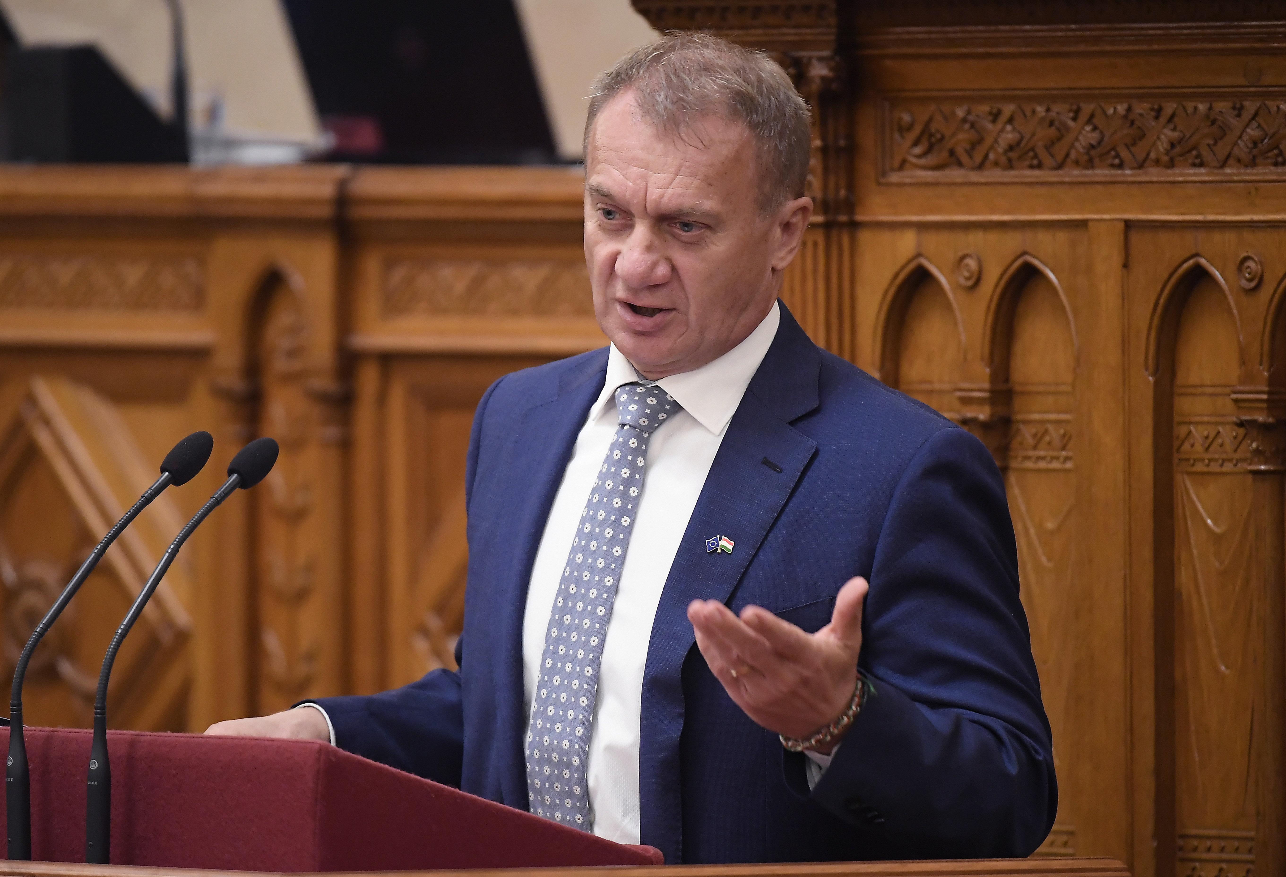 Vádat emeltek Varju Lászlóval szemben