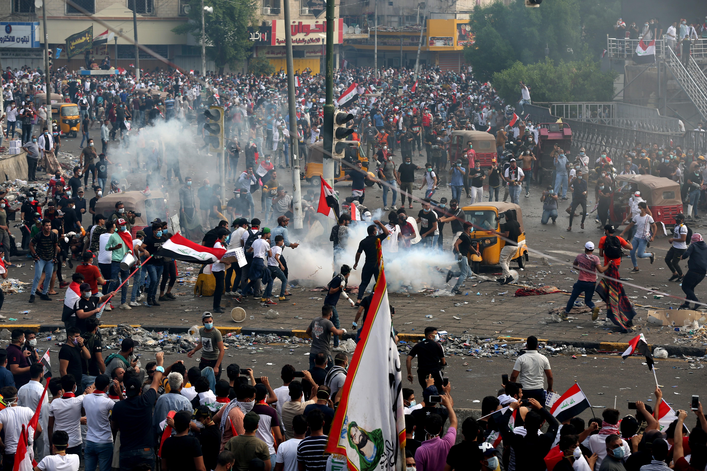 Megint tüntetők haltak meg Bagdadban, kijárási tilalmat rendeltek el