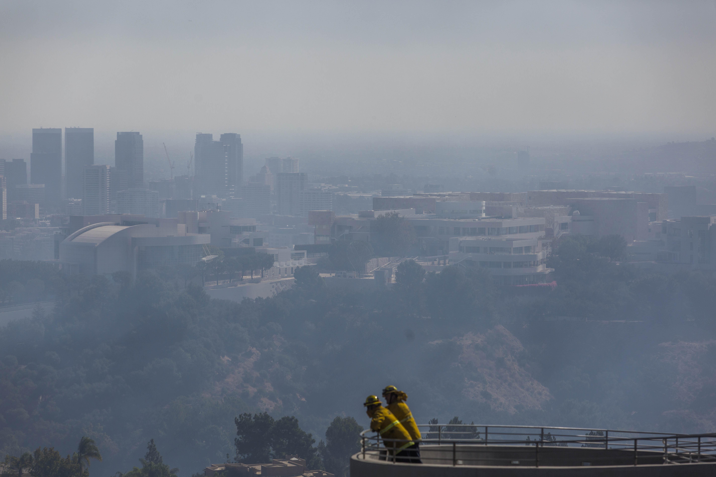 Los Angelest is elérte az erős szél miatt gyorsan terjedő kaliforniai erdőtűz