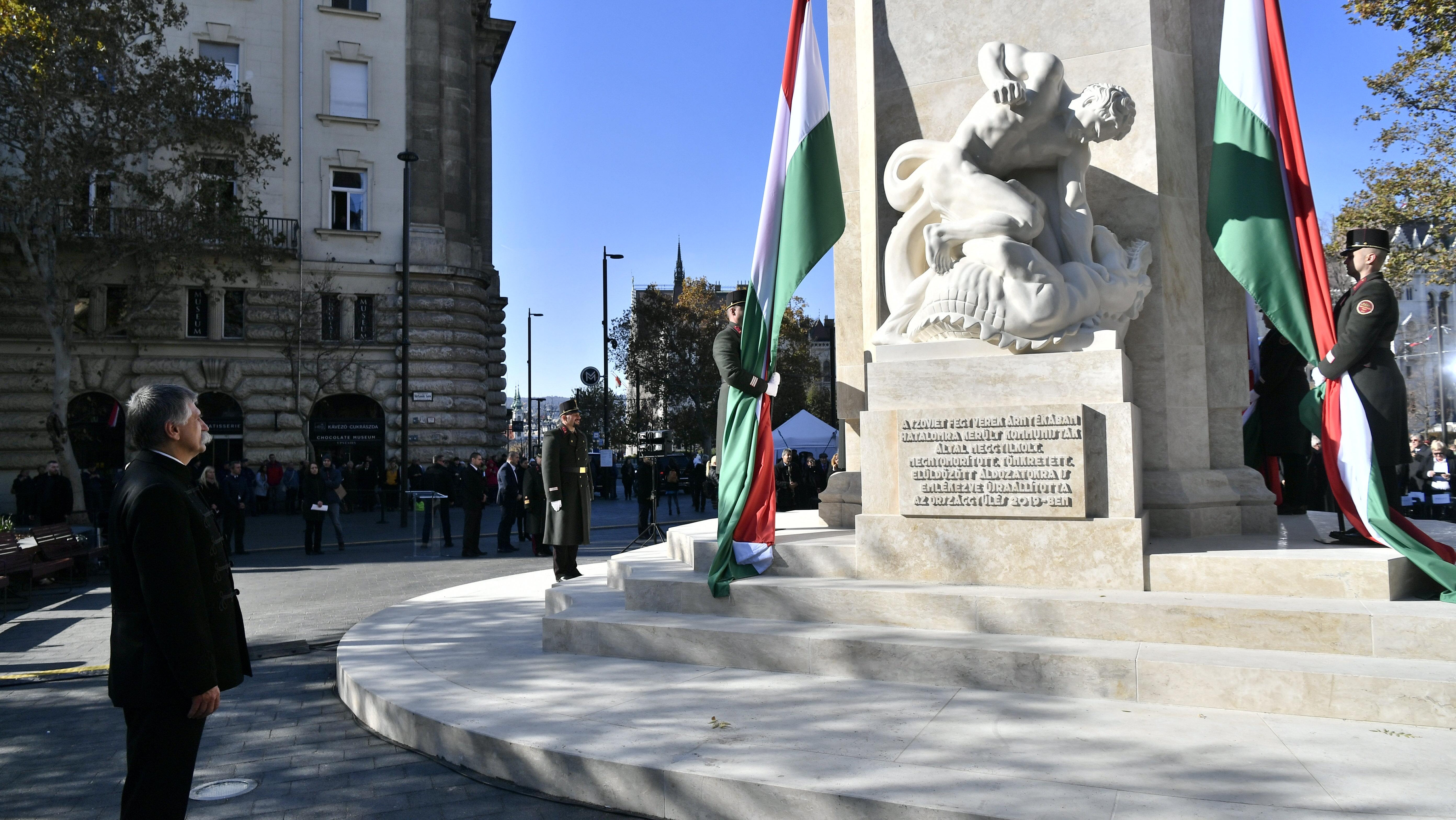 Leleplezték a Nemzeti Vértanúk Emlékművét a Nagy Imre-szobor helyén