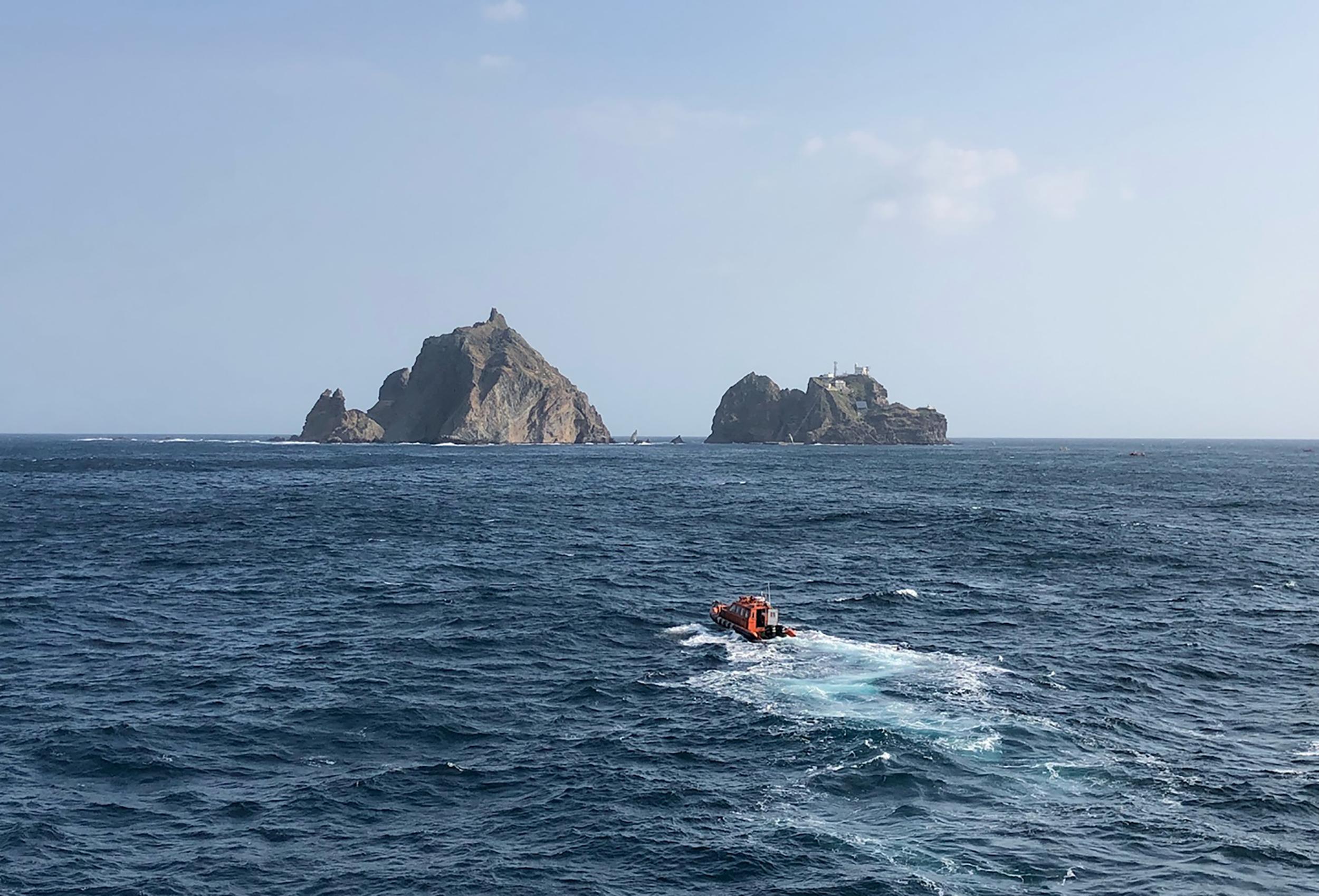 Kimentették a bajba jutott halászt, majd a tengerbe zuhant a mentőhelikopter