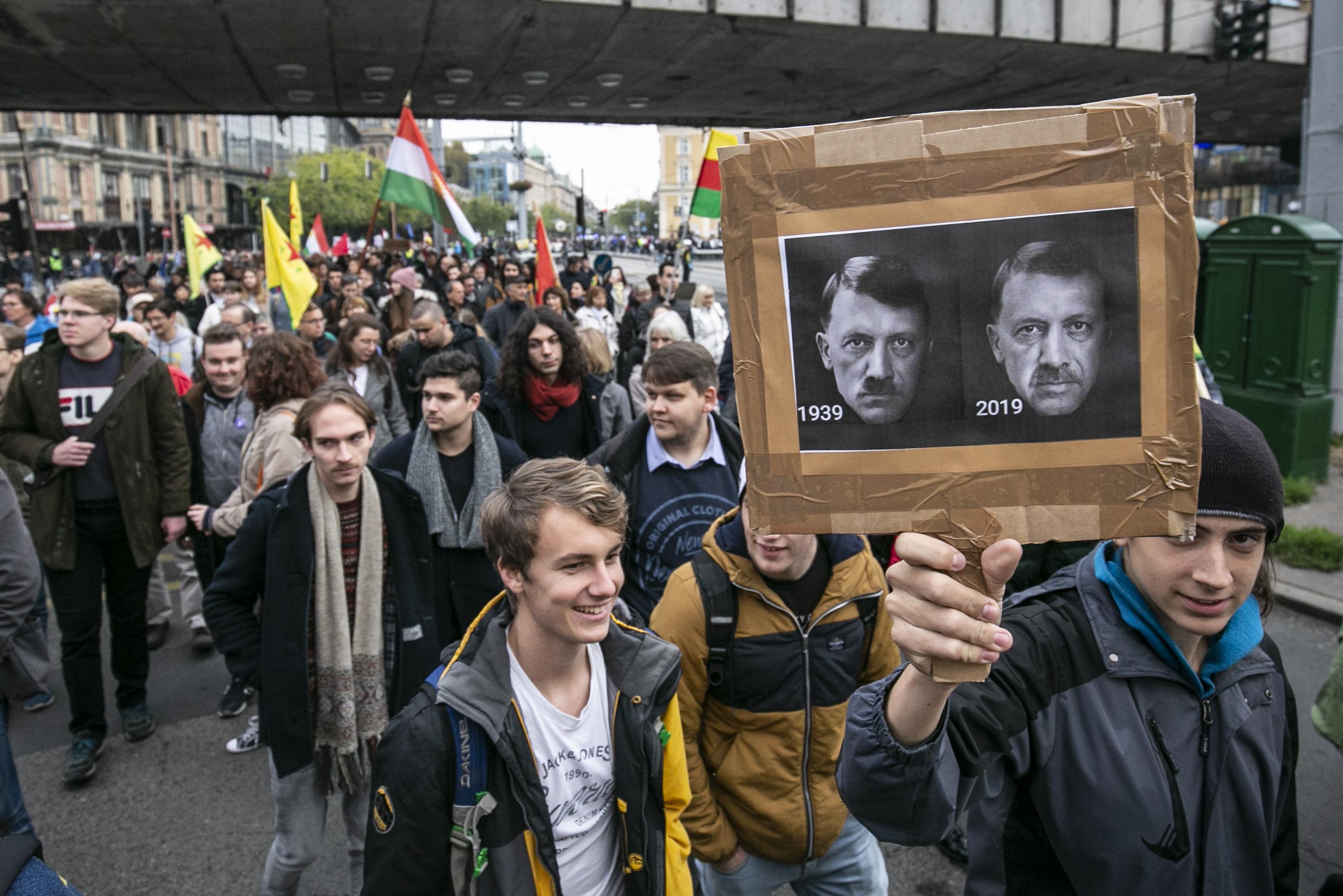 Közmunkára ítélték az Erdogan-elleni tüntetésen vitatkozó részeget