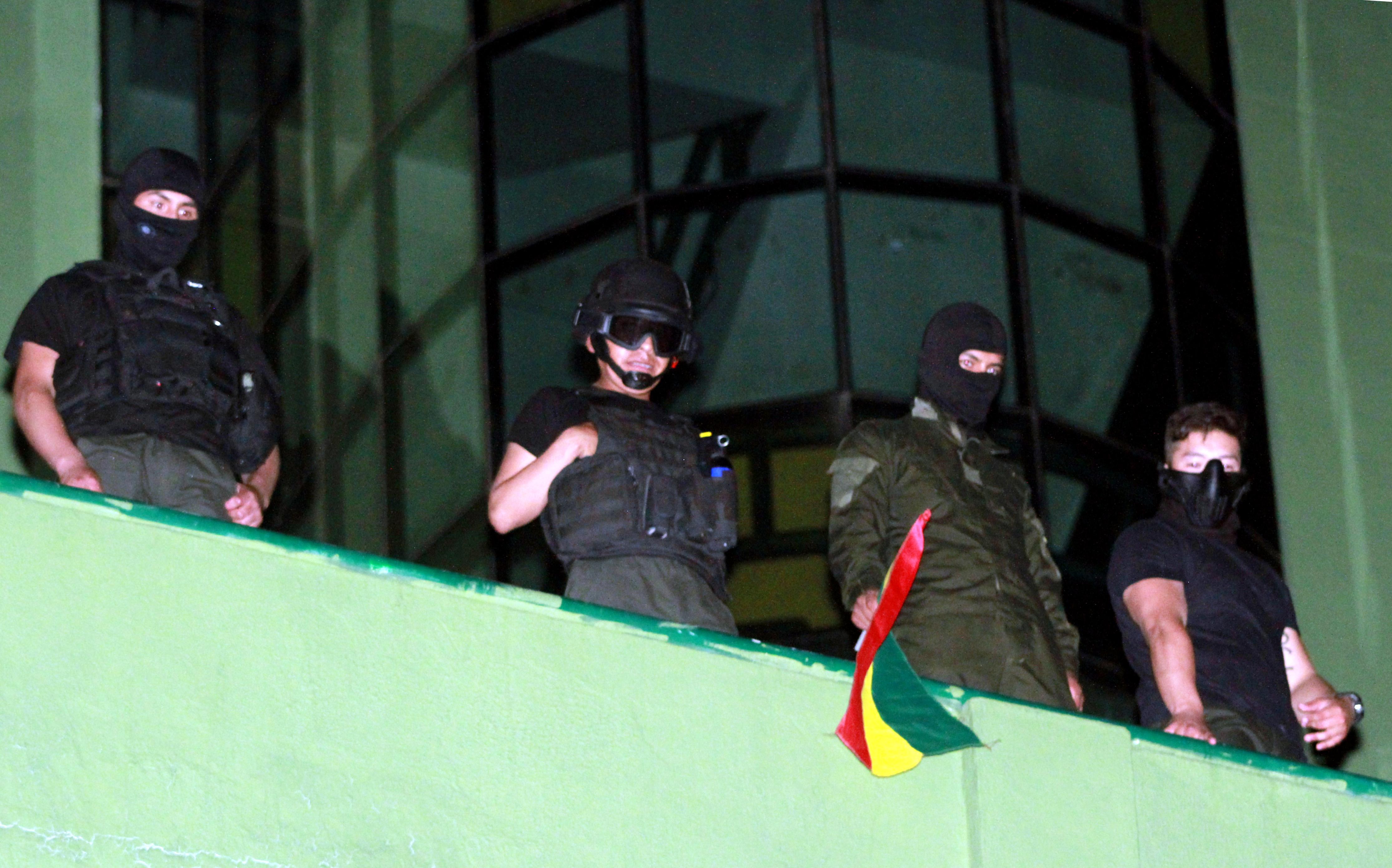 Három bolíviai városban is fellázadtak rendőrök a kormány ellen