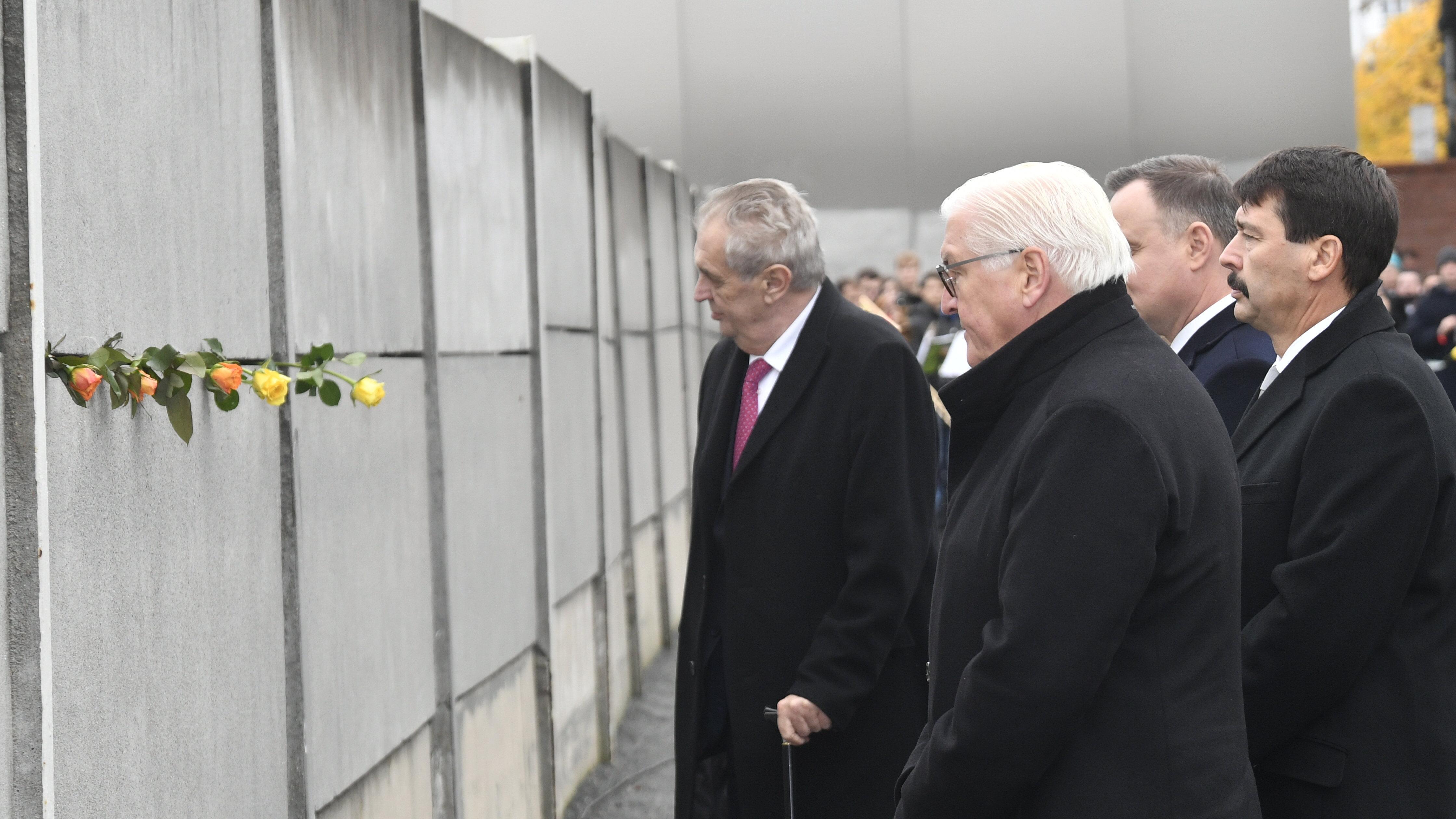 A német államfő szerint új falak épülnek Németországban, amelyeket közösen kell lebontani