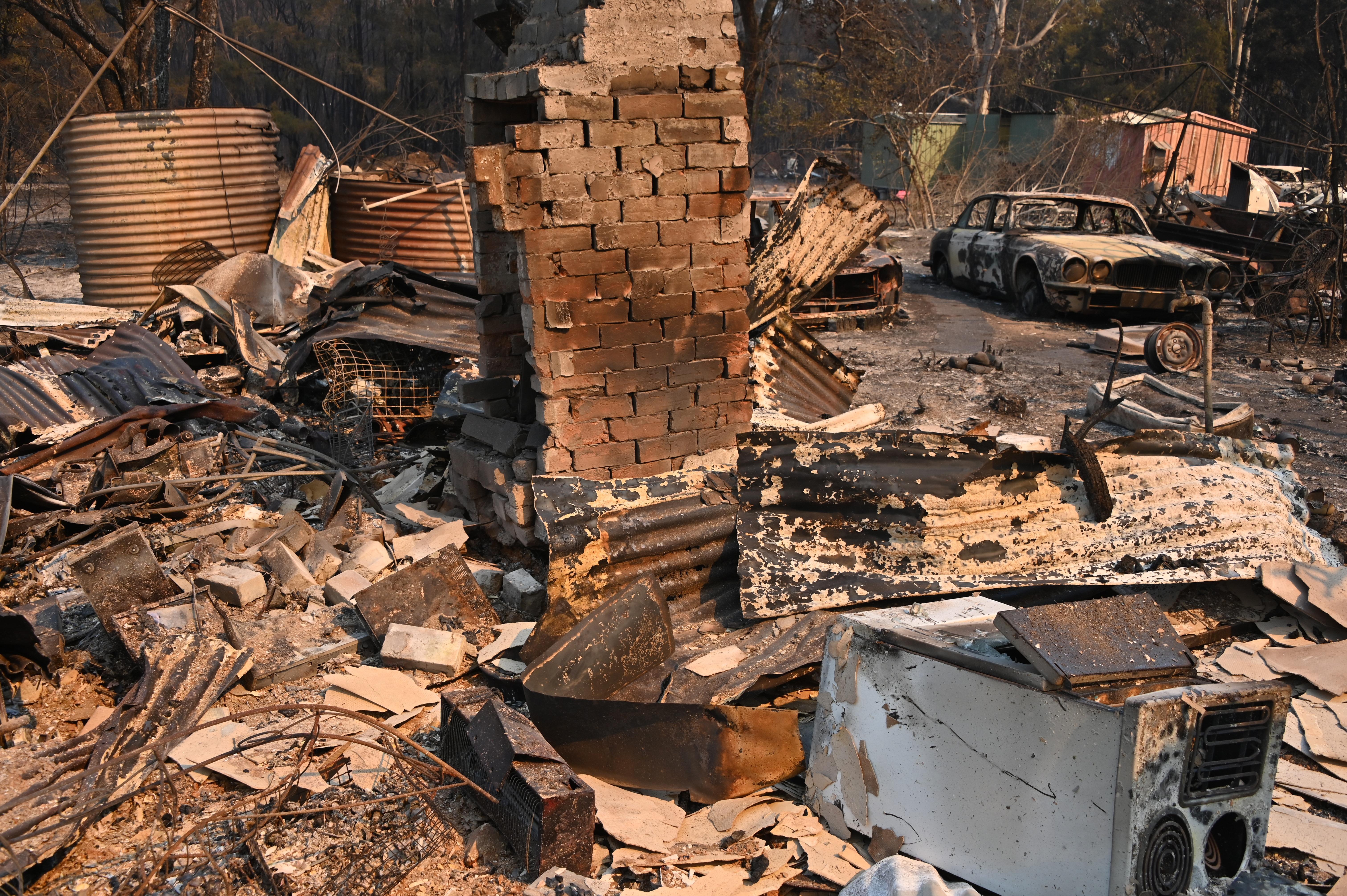 Hárman meghaltak, ezreket költöztettek el az ausztráliai bozóttüzek miatt