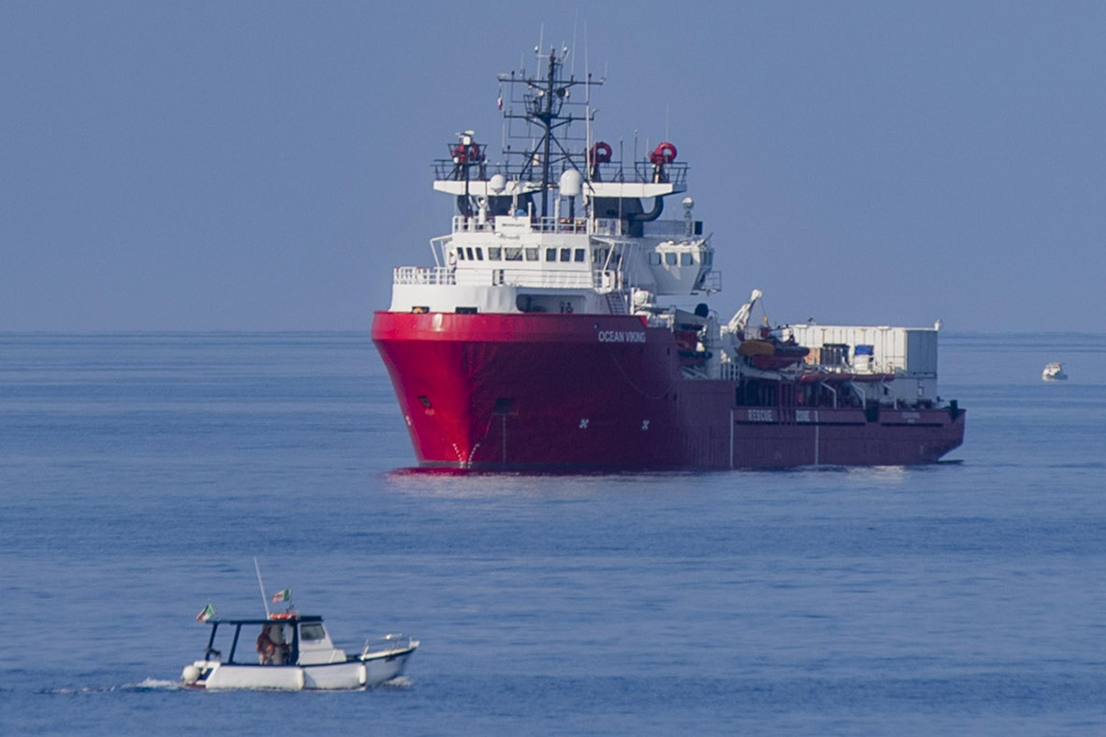 Momentum: A DK a Fidesszel együtt szavazta le a menekültek tengeri mentéséről szóló javaslatot