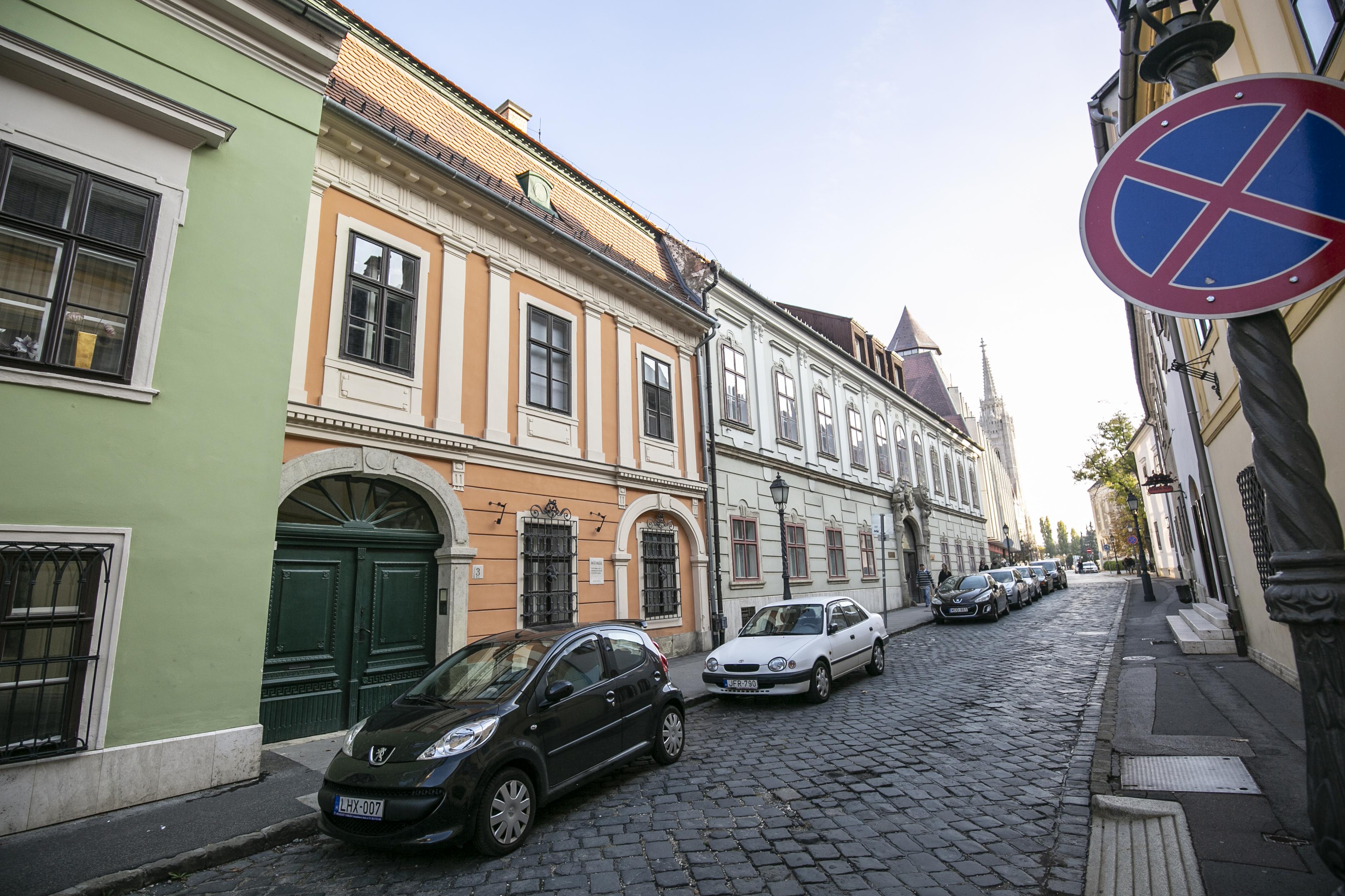 A piaci ár 15-20 százalékáért vehetnék meg a budai Várban bérelt lakásaikat a lakók