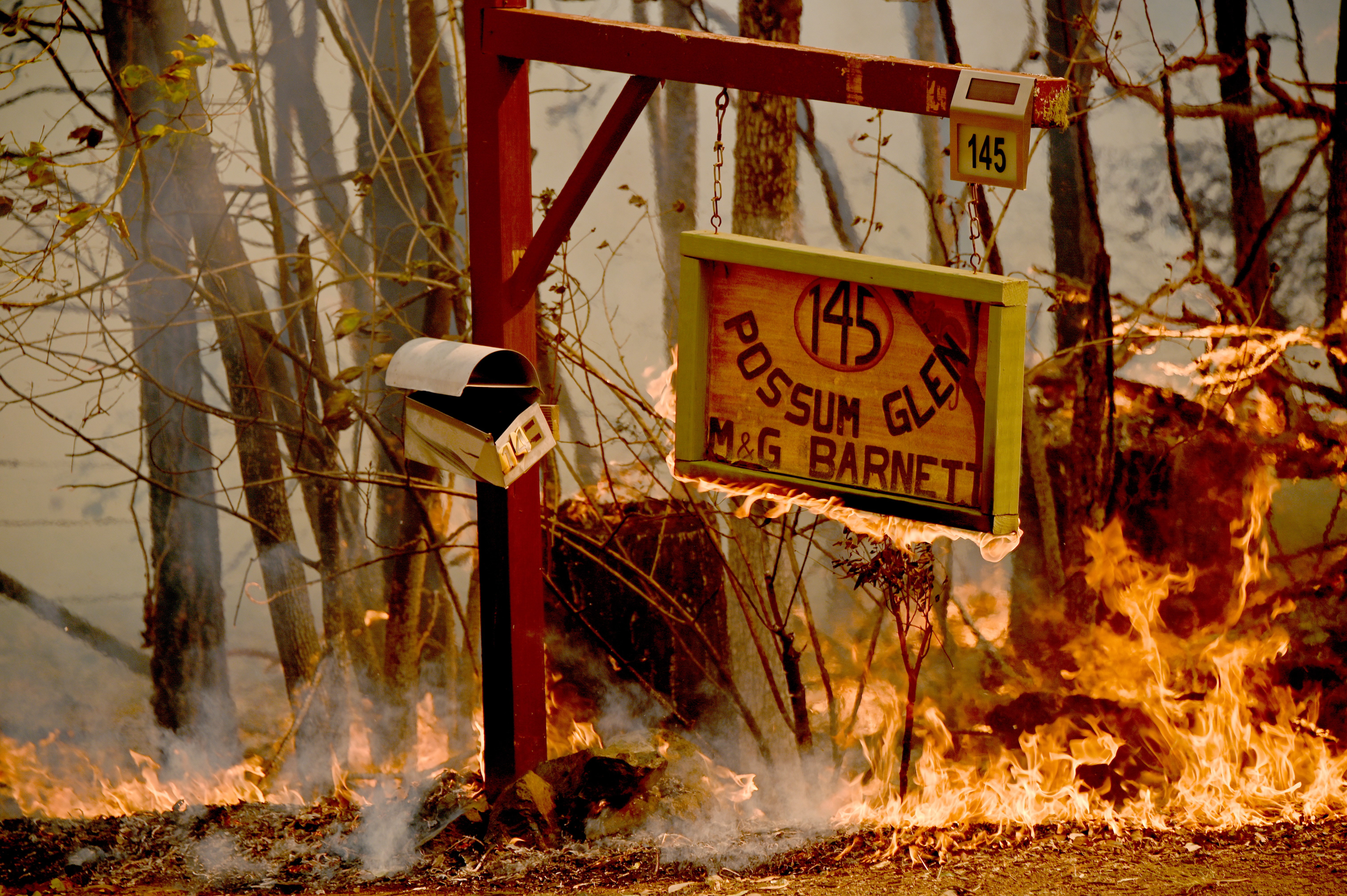 Óriási tüzekkel küzdenek Ausztráliában