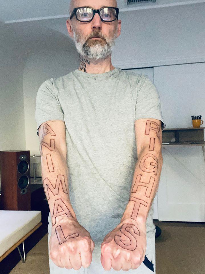 Moby 32 éve vegán, ezért egy óriási tetoválással lepte meg magát