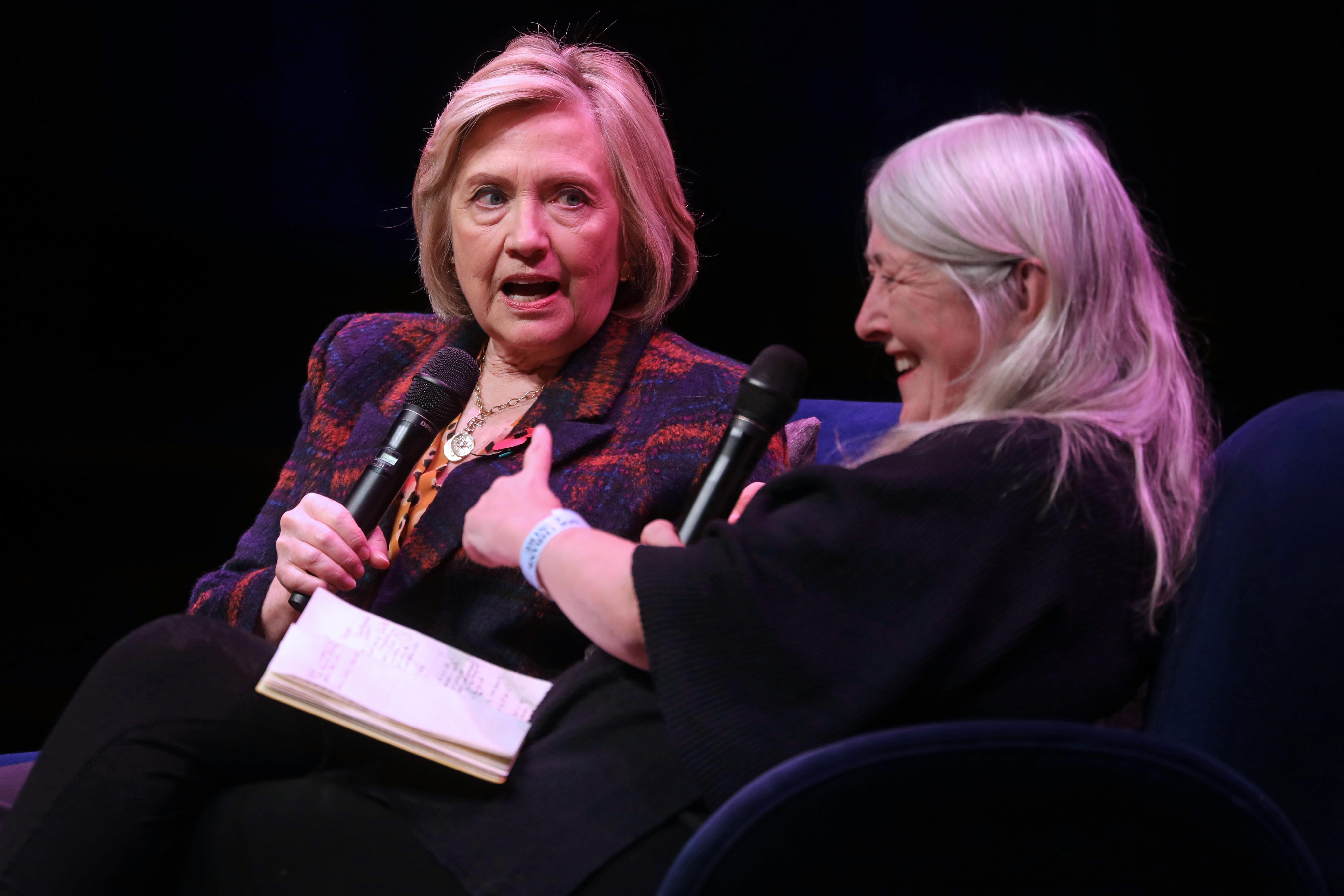 Állítólag nagy a nyomás Hillary Clintonon, hogy induljon az elnökválasztáson