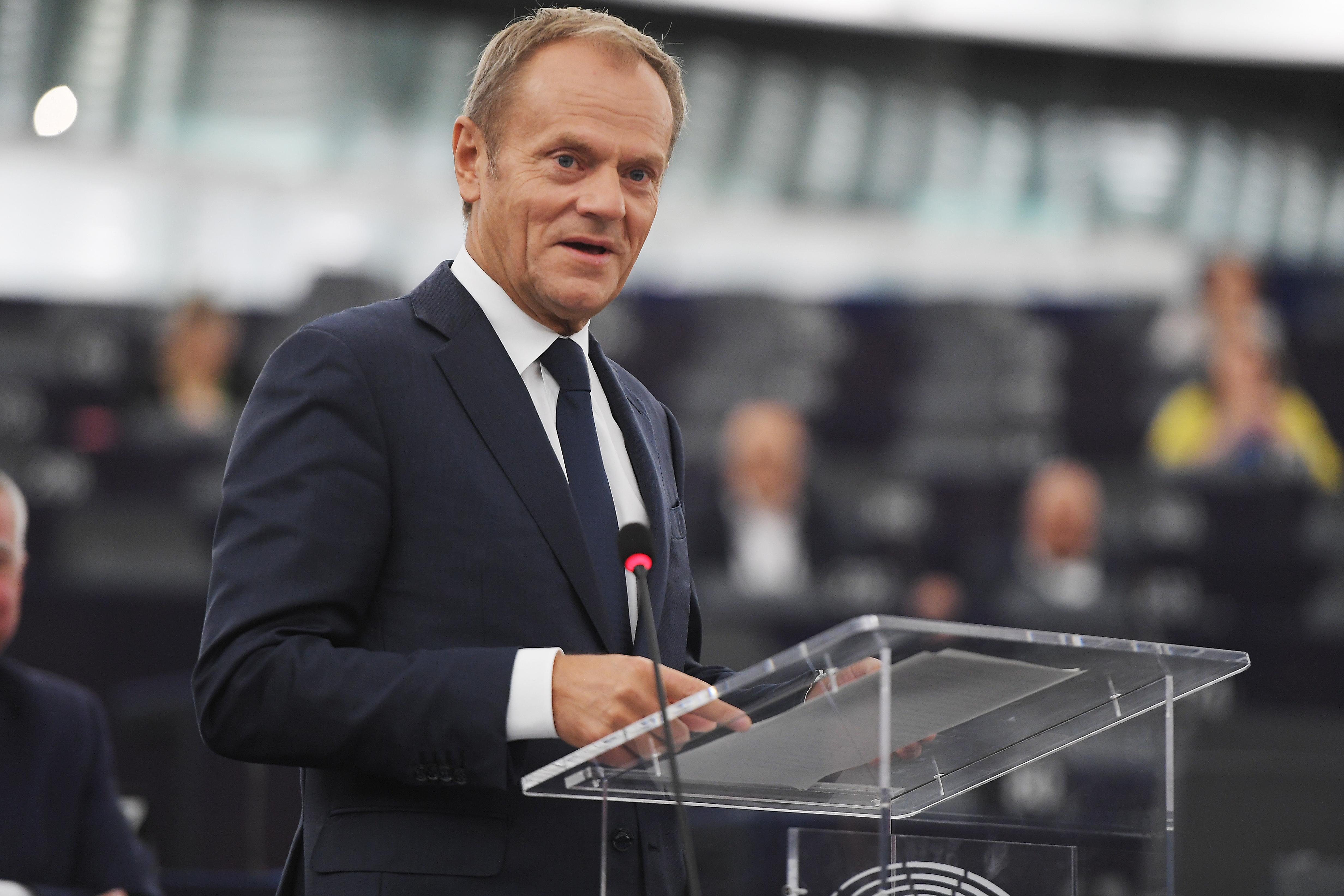 Tusk: A járvány legyőzése után el kell gondolkodni a Fidesz kizárásán