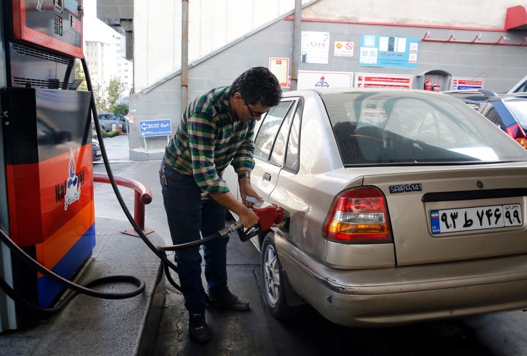 Tüntetnek az emberek Iránban, mert 107 forintra emelték a benzin árát
