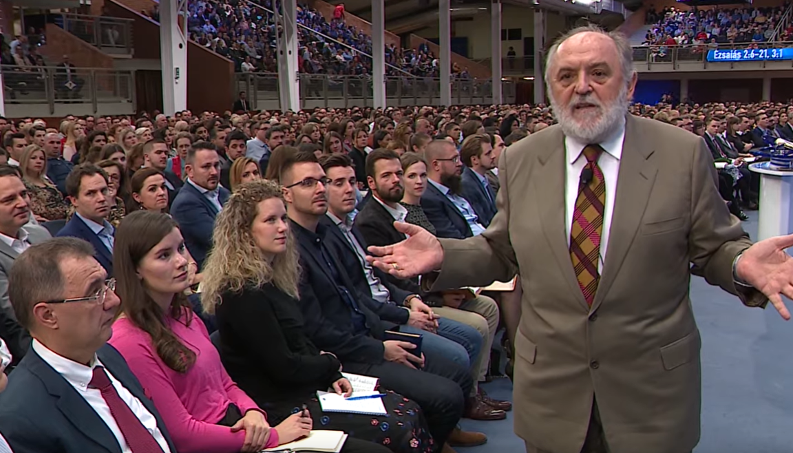 A jógázás = démonidézés, üzente meg a Hit Gyülekezetének vezetője