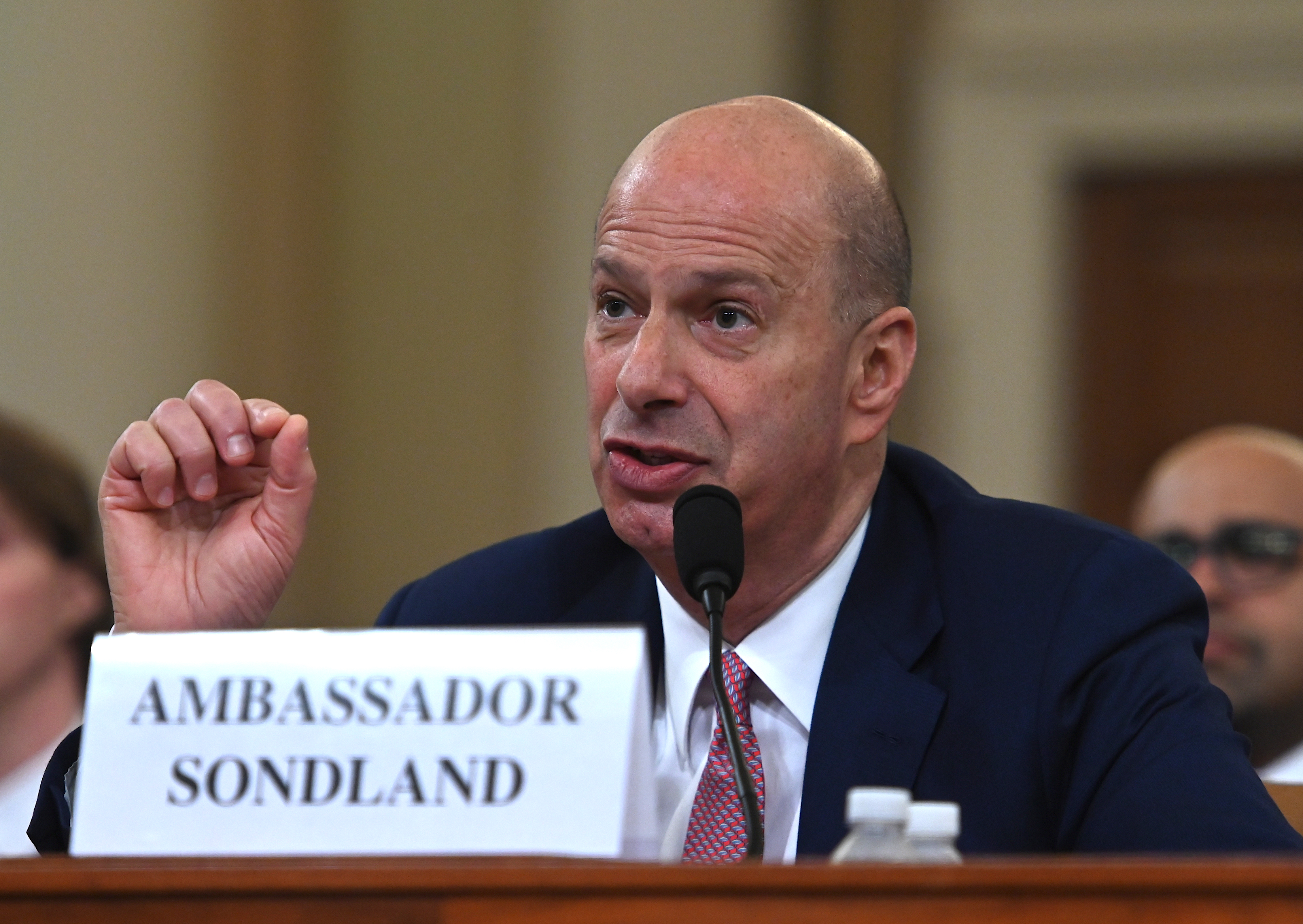 Sondland: Giuliani kérte, hogy a katonai segély fejében Kijev indítson vizsgálatot Biden és fia ellen