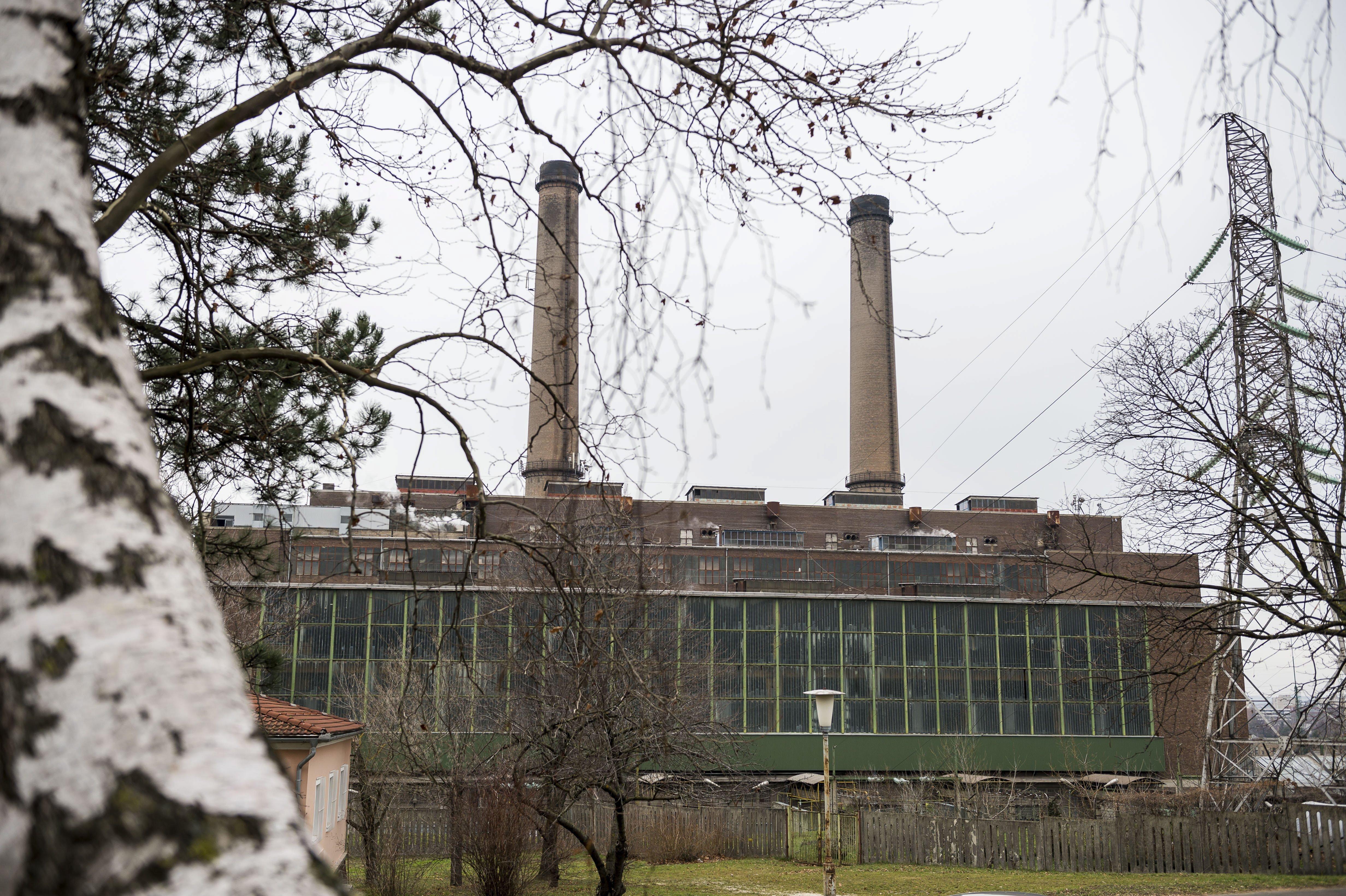 Egy ajkai férfi megfenyegetett egy gyárat, hogy felrobbantja, ha tovább szennyezi a levegőt