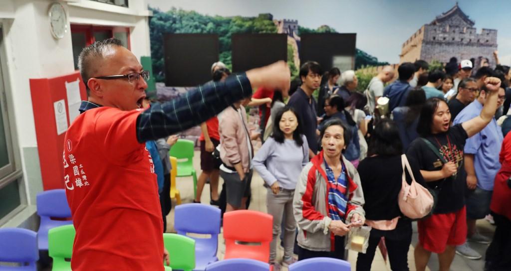 Elsöprő, 86 százalékos demokráciapárti győzelem a hongkongi önkormányzati választásokon