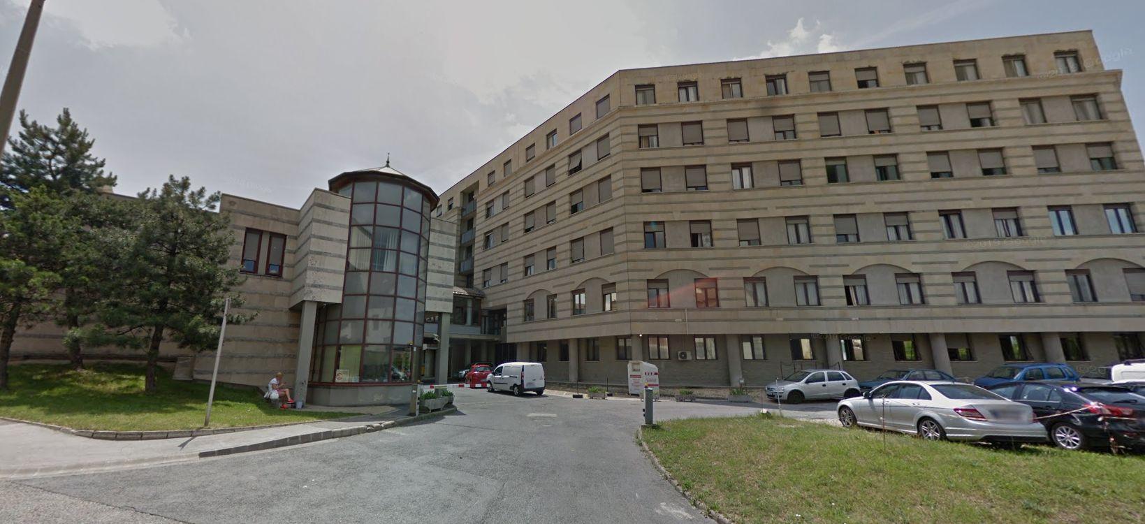 A veszprémi kórház állítja, nem tudták, hogy egy vesztegetés elfogadása miatt elítélt orvost részesítenek dícséretben