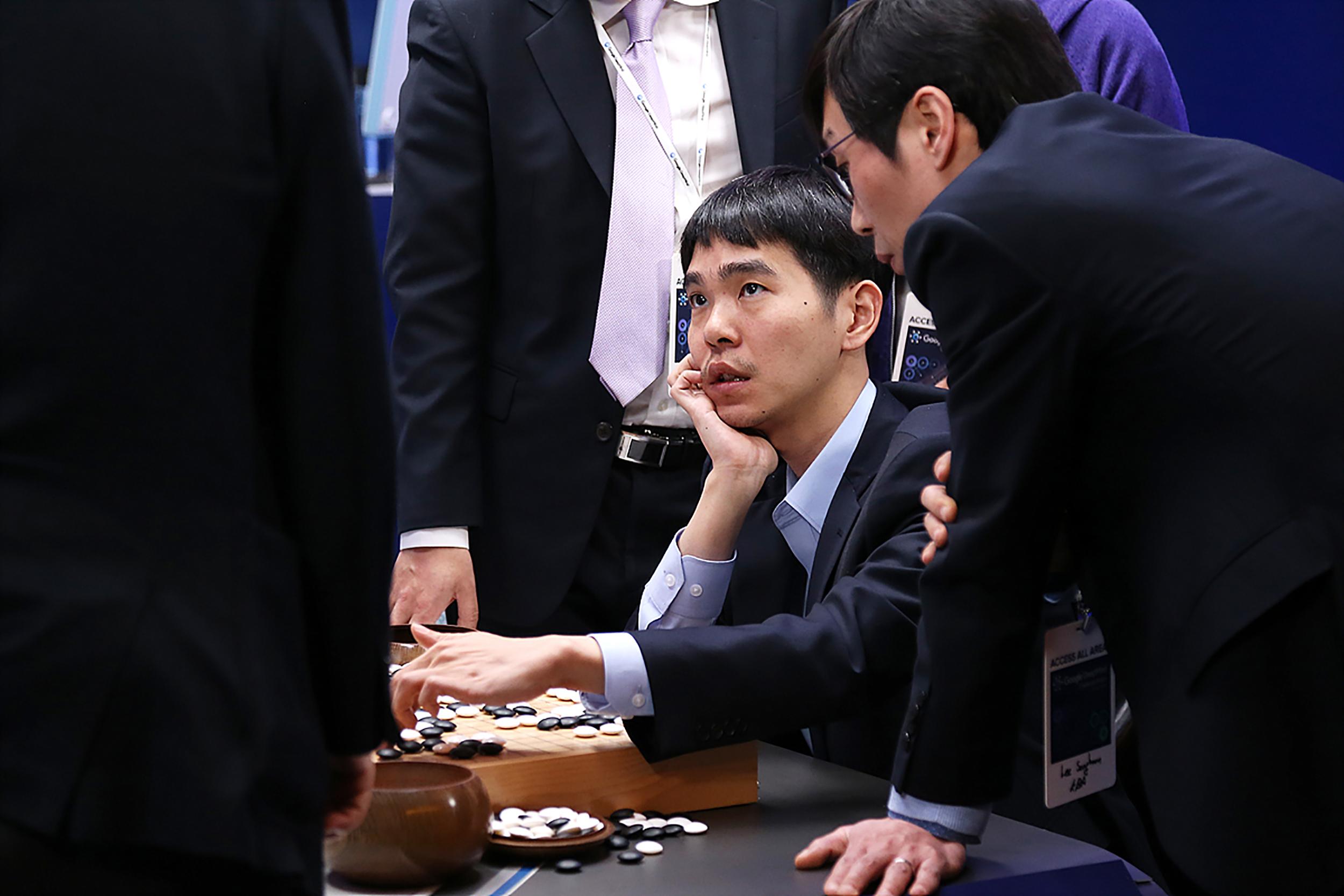 Visszavonul a Go koreai mestere, mert nem tudja feldolgozni, hogy a mesterséges intelligencia jobb nála