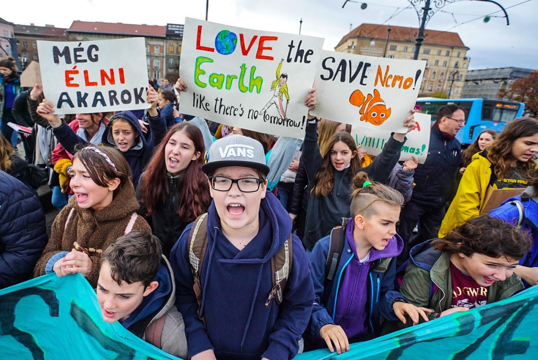 Fogyassz kevesebbet!, skandálják a budapesti klímatüntetésen