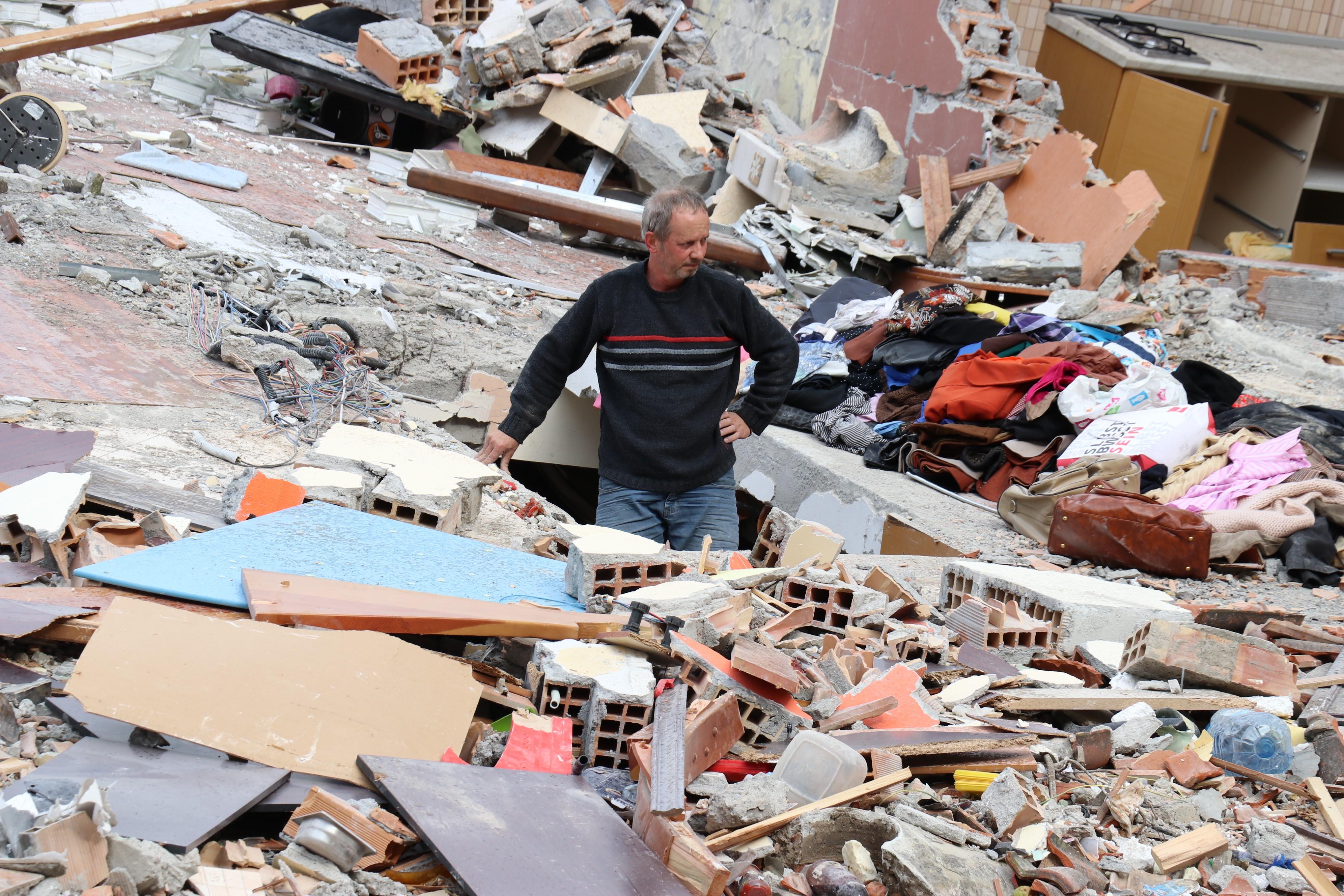 Nem kutatnak tovább az albániai földrengés túlélői után