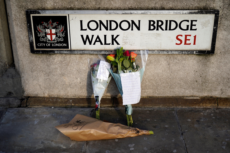 Csökkentik a büntetését a gyilkosságért elítélt férfinak, aki narválszarvval rontott neki egy késes terroristának Londonban