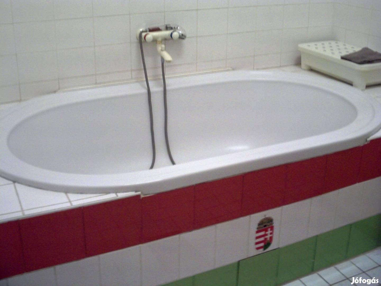 A legmagyarabb fürdőszobában tisztálkodhat az, aki kiveszi ezt a budapesti lakást
