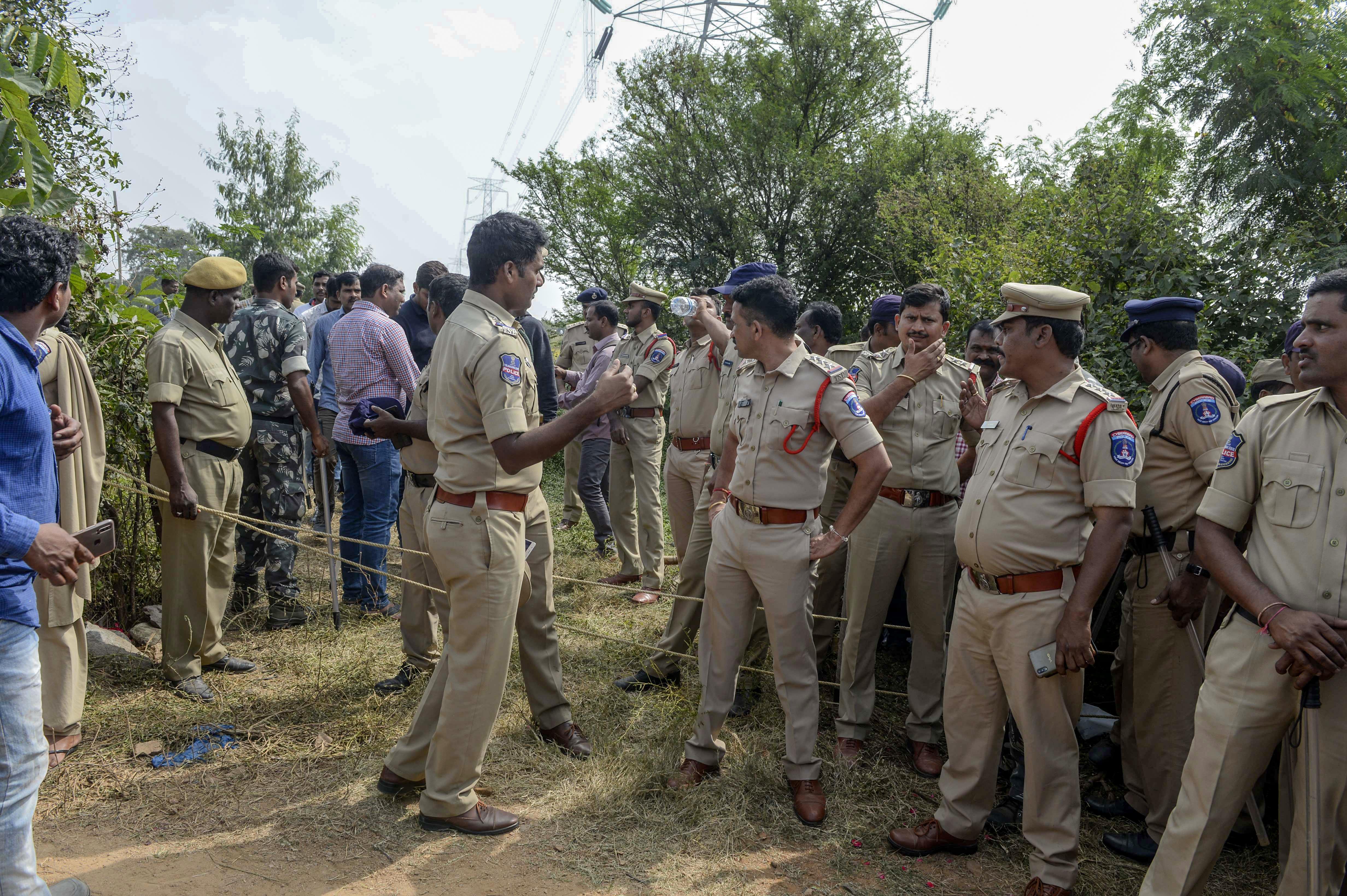 Agyonlőtték az indiai rendőrök egy csoportos erőszak őrizetben lévő gyanúsítottjait