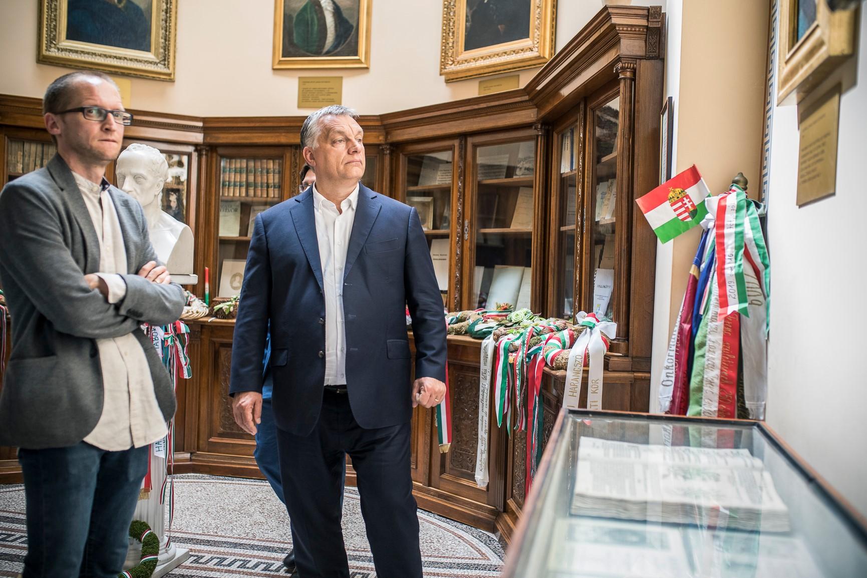 A kormánypártok a Gothár-ügyre hivatkozva szavazzák meg az egész magyar kultúrát felforgató törvényt