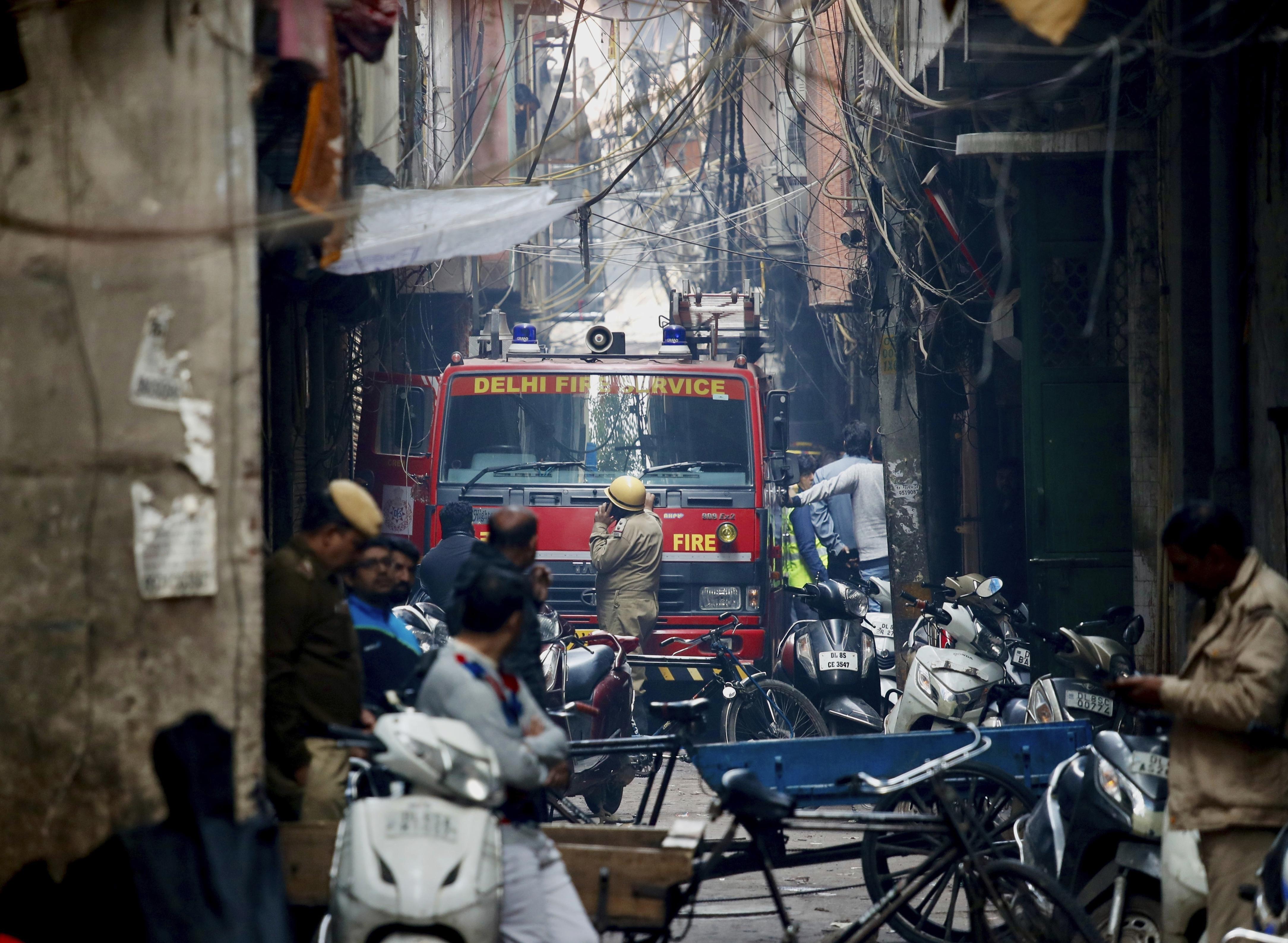 Kigyulladt egy épület Új-Delhiben, több tucatnyian meghaltak