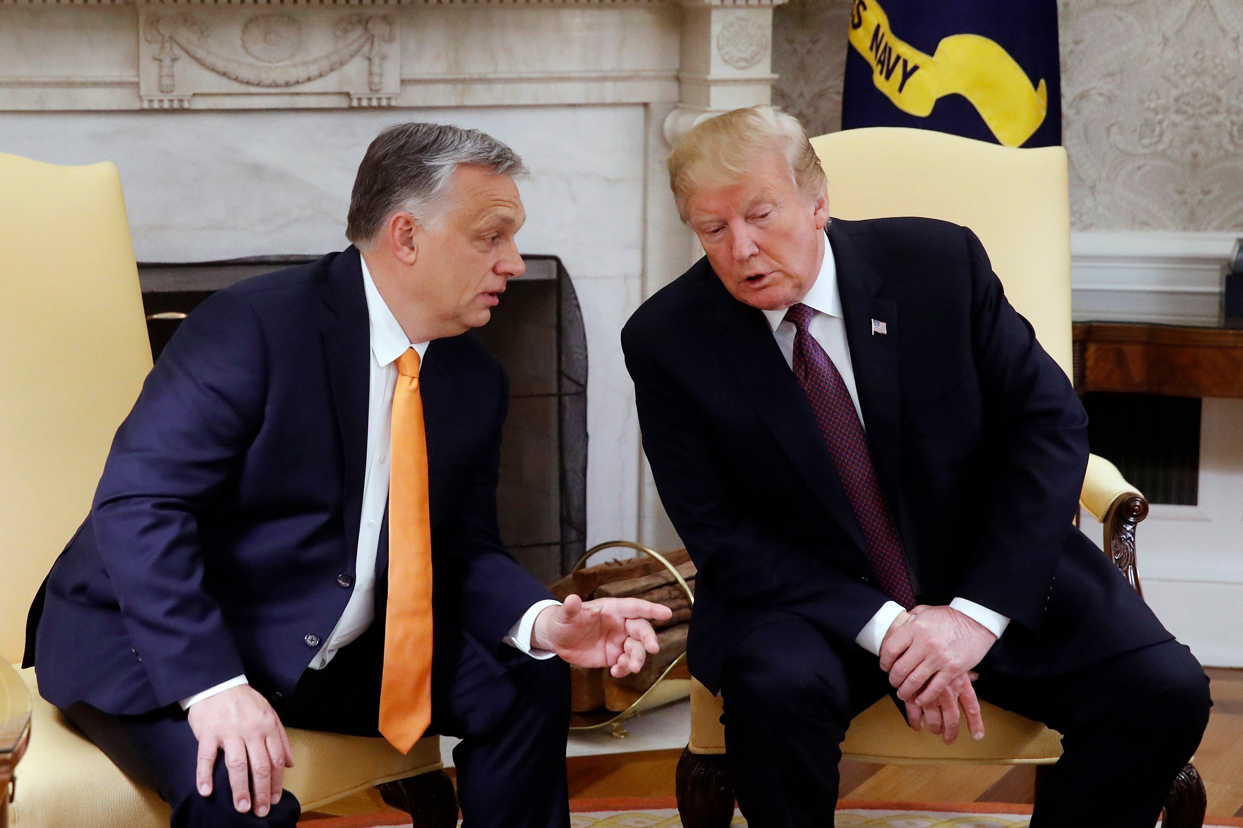 Így került bele Orbán Viktor a Donald Trump elnökségét fenyegető botrányba