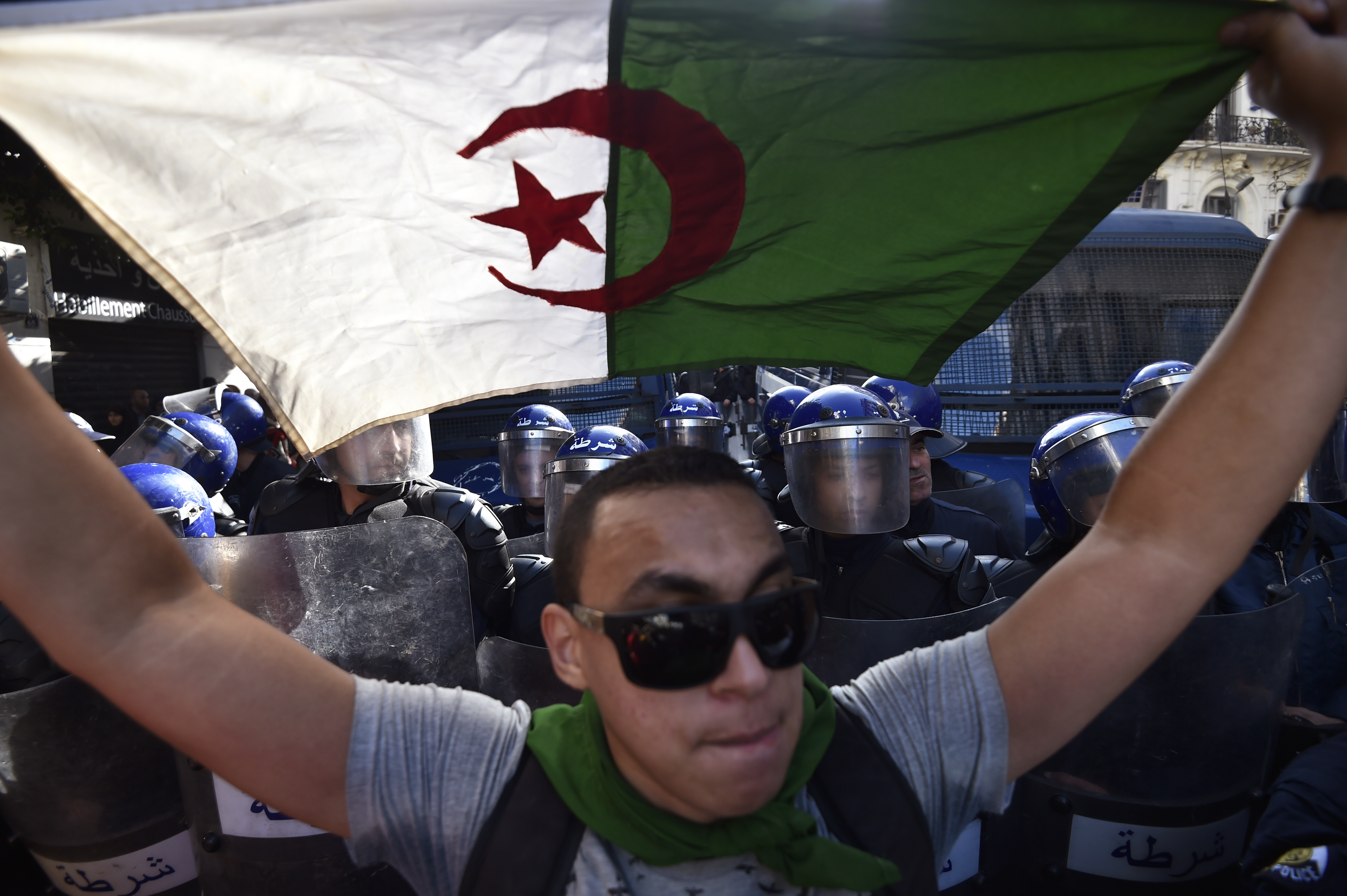 Két volt miniszterelnököt is elítéltek Algériában