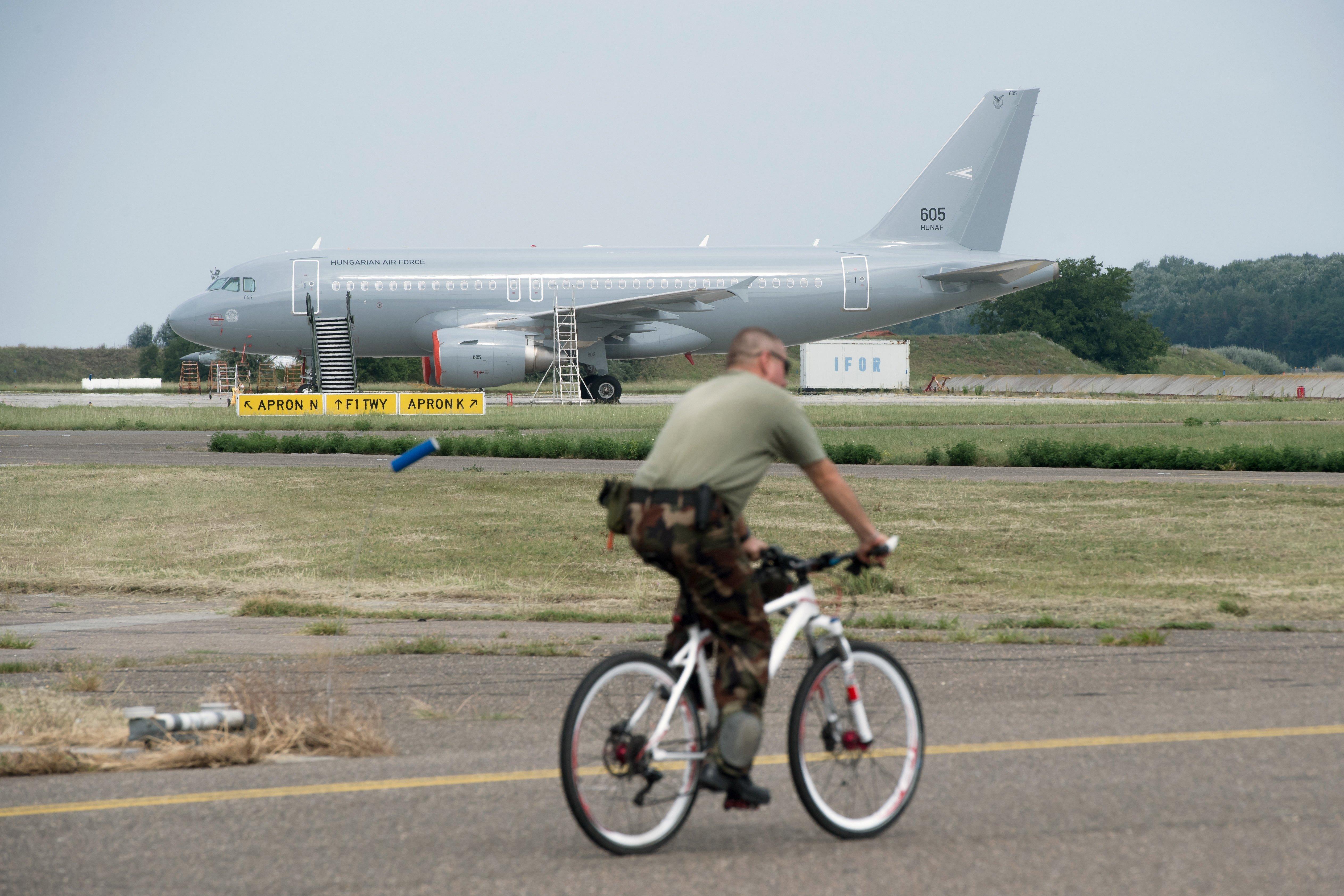 Majdnem 30 millióért is repültek a honvédségi gépek, amiken rendszeresen utaznak állami vezetők