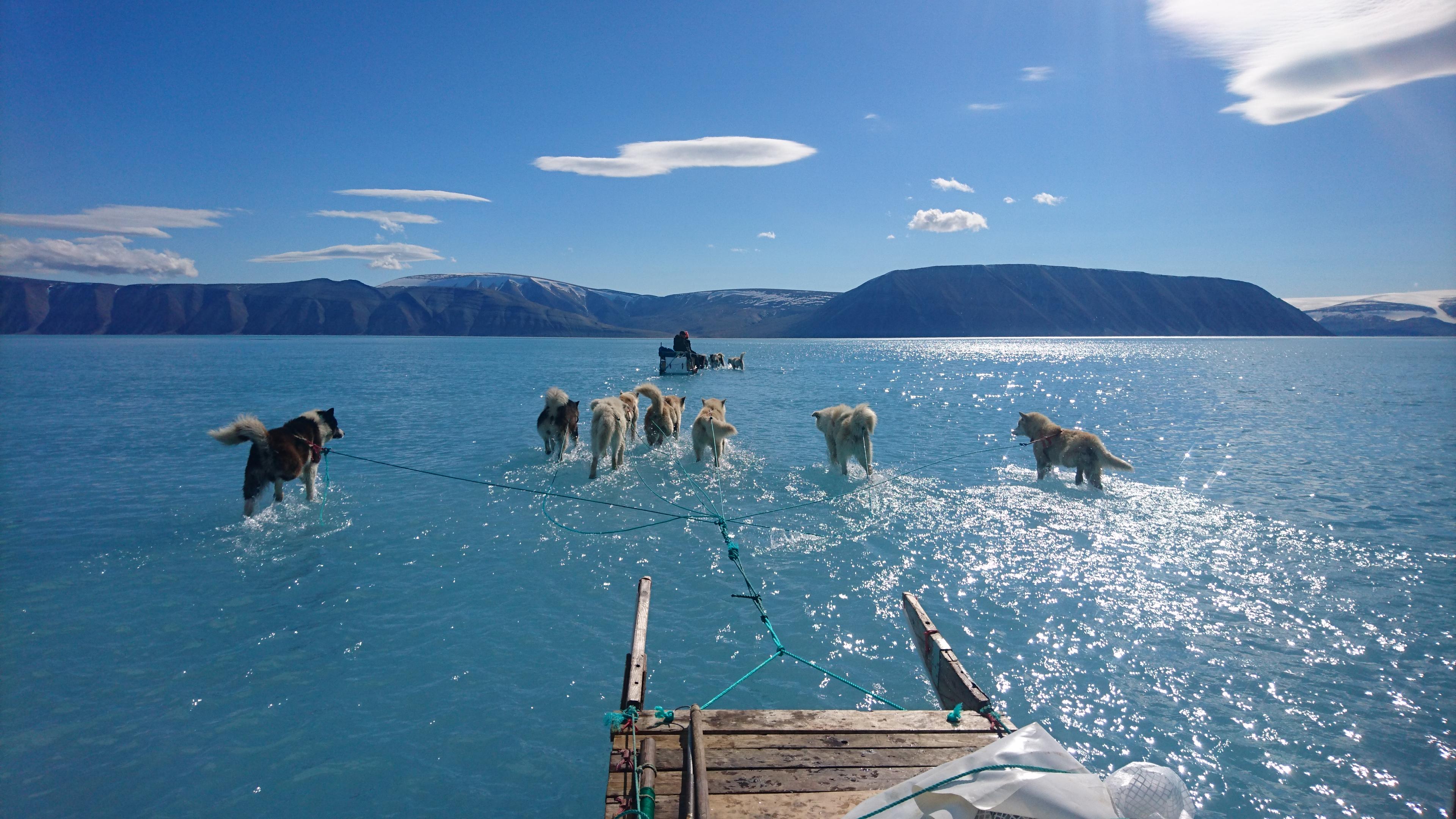 A legpesszimistább előrejelzéseknél is gyorsabban olvadhat Grönland három legnagyobb gleccsere