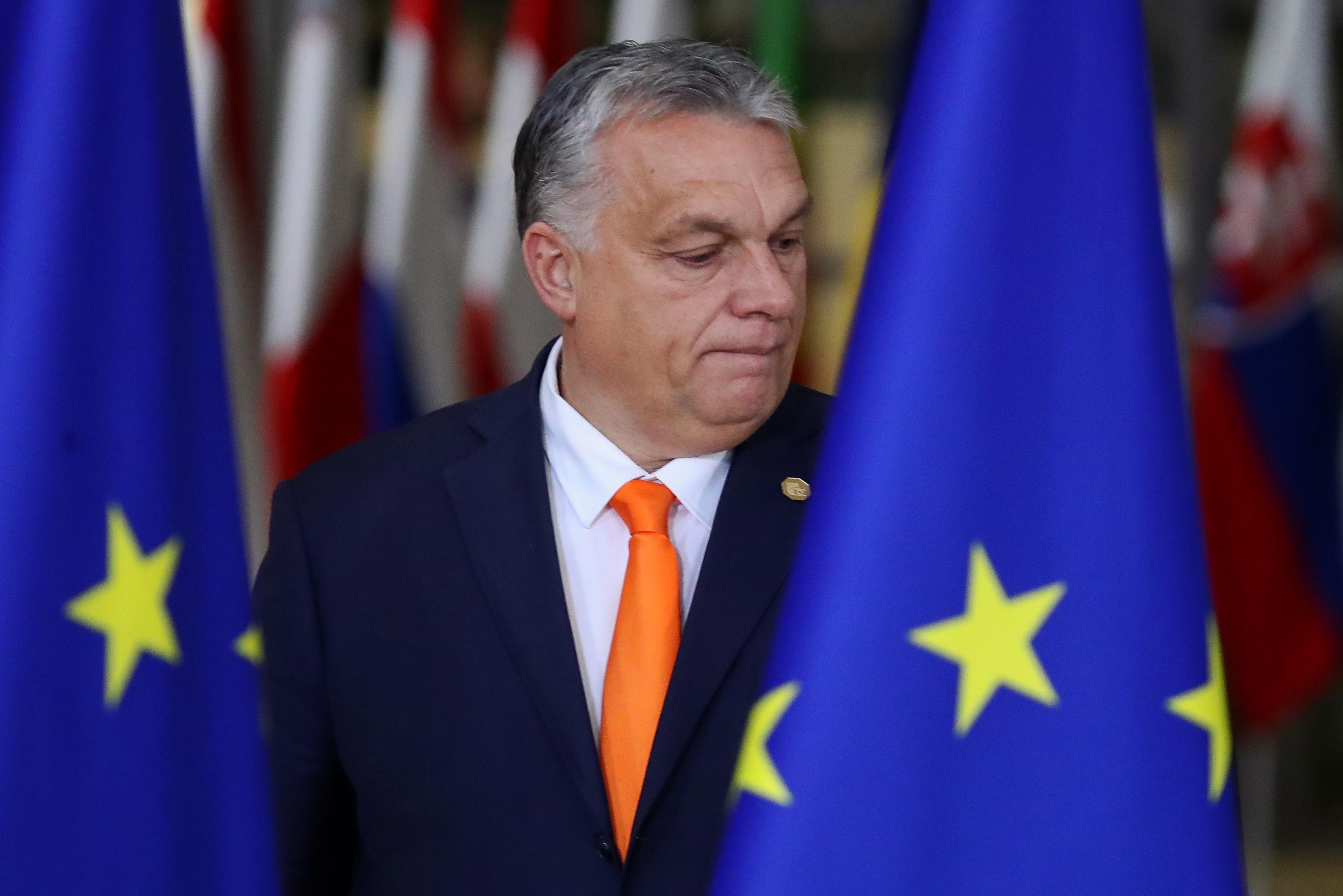 Párbeszéd: Kerüljön be az alaptörvénybe, hogy csak népszavazás után lehessen kilépni az EU-ból!