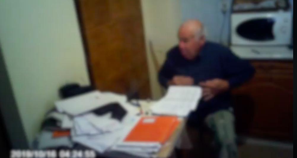Itt a legviccesebb magyar kiszivárogtatott videó, amin a kopasz, fideszes Vízipók beszélget Keresztes barátjával