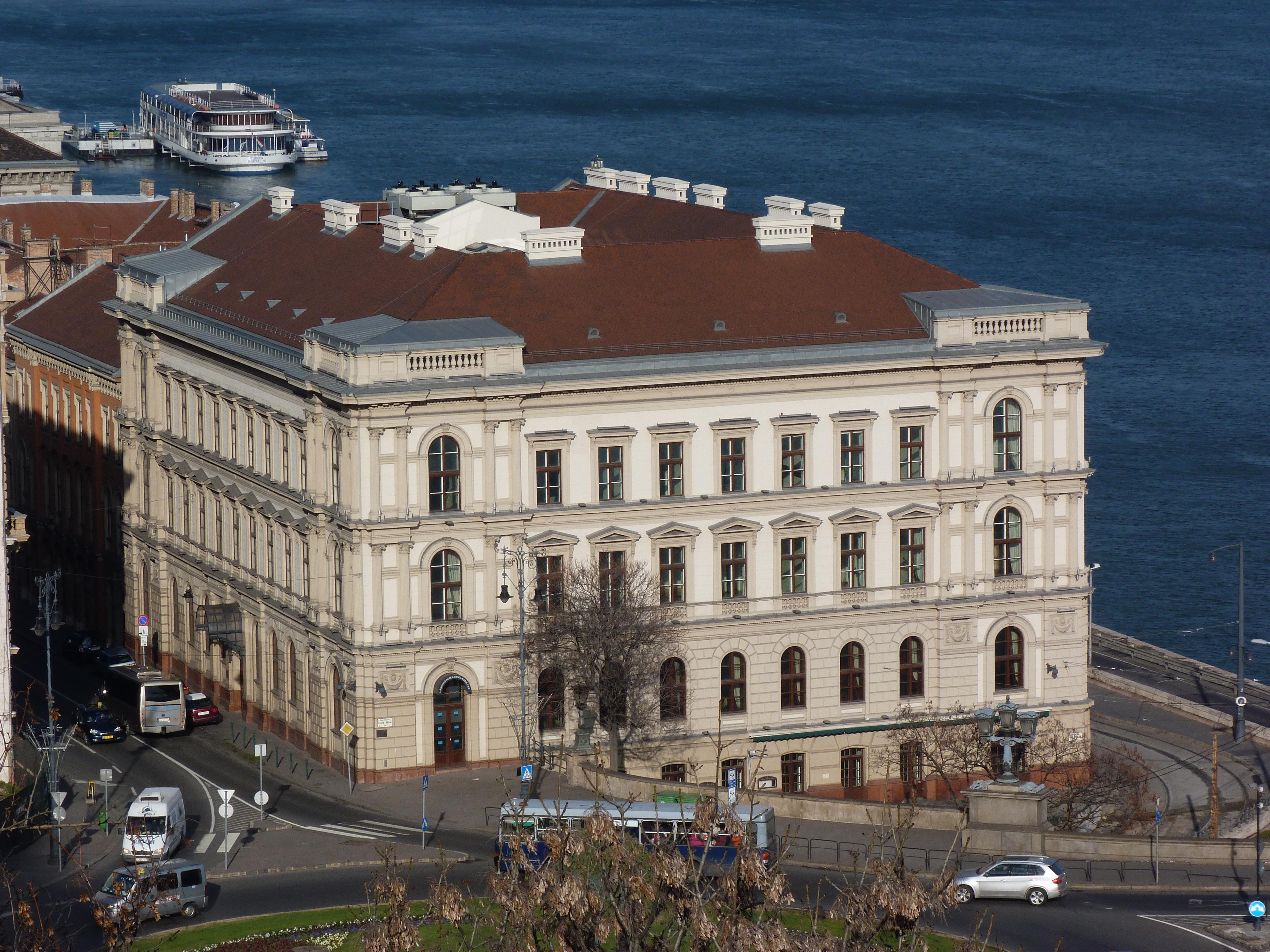 A Lánchíd Palotát veszi meg székhelynek az orosz hátterű beruházási bank