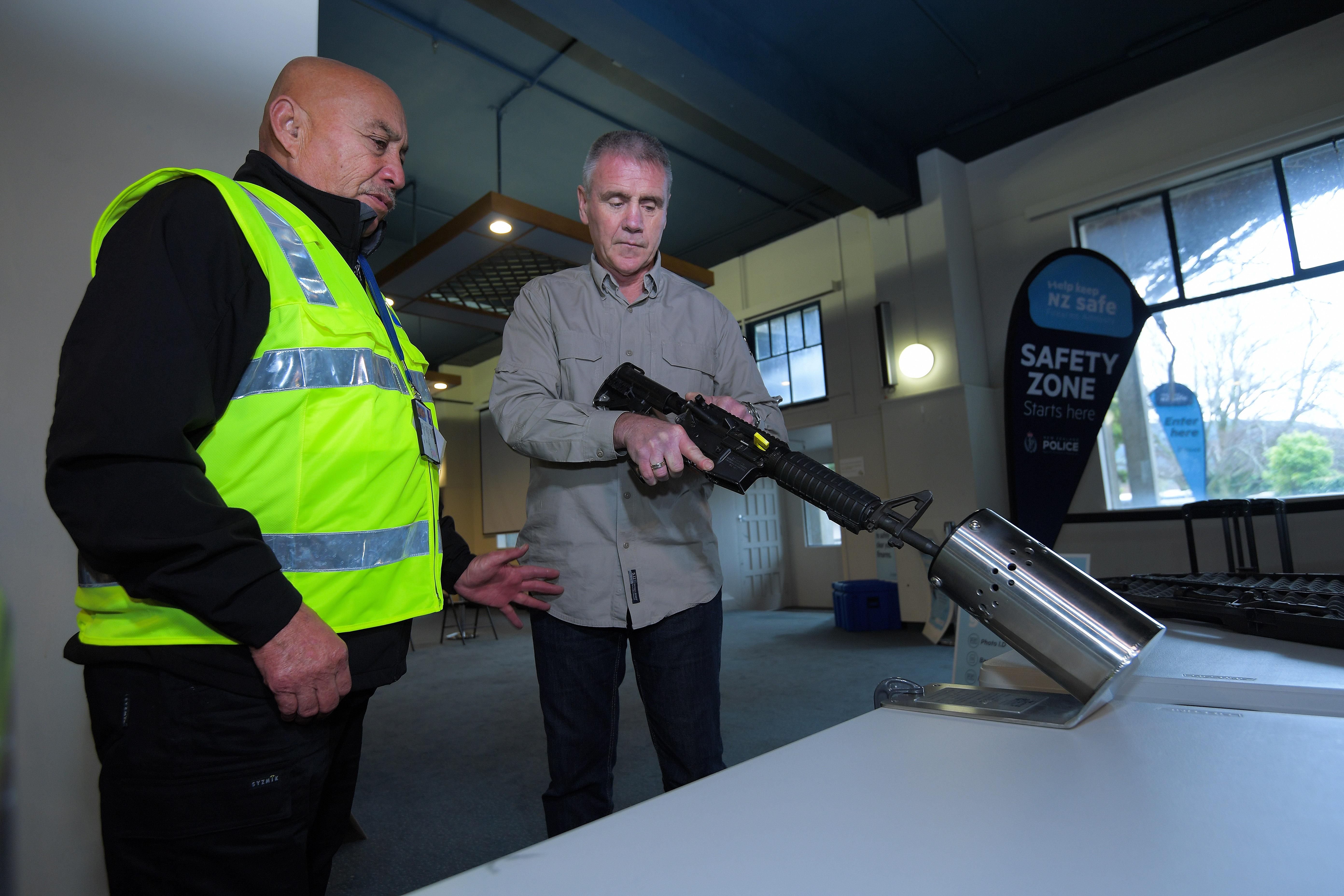 Új-Zélandon 31 ezren adták le az illegálisan tartott fegyverüket