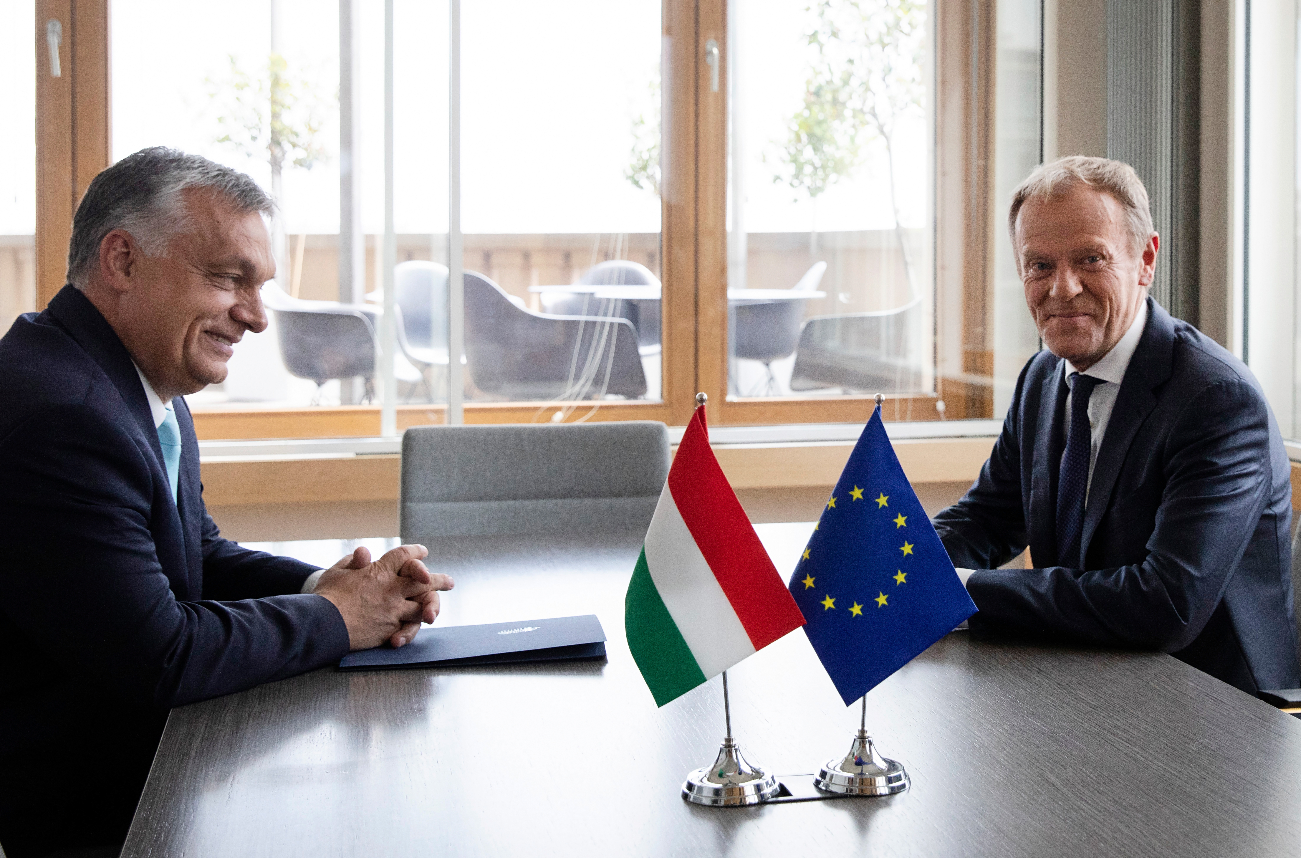 Donald Tusk: A Fidesz nem illik a családunkba