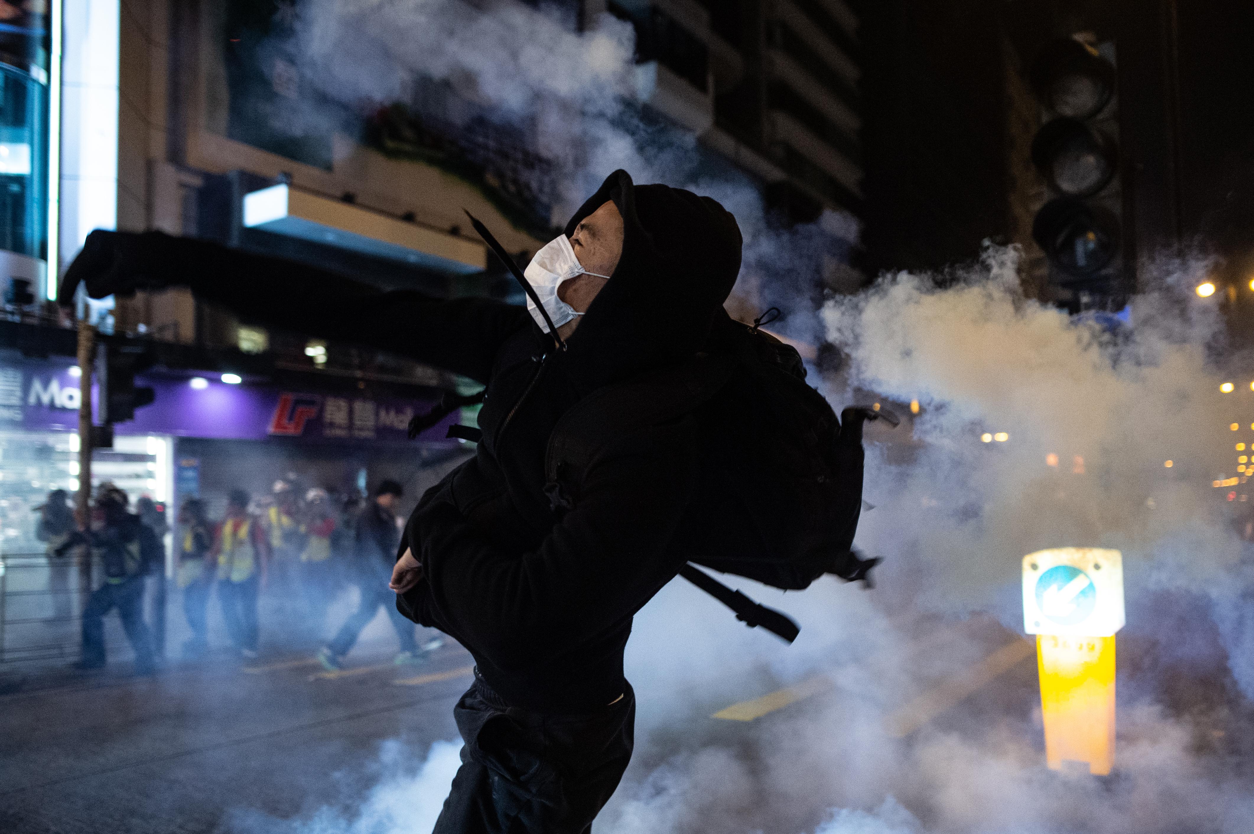 Karácsonykor is erőszakkal oszlatott a rendőrség Hongkongban