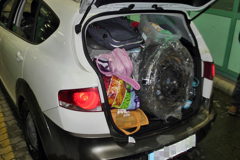 Egy kocsiban, csomagokkal elfedve próbáltak két török férfit átcsempészni a határon Tompánál