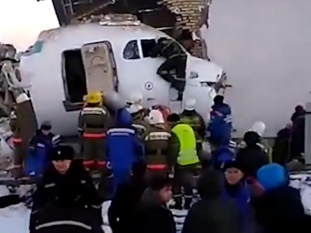 Háznak csapódott egy repülőgép Kazahsztánban
