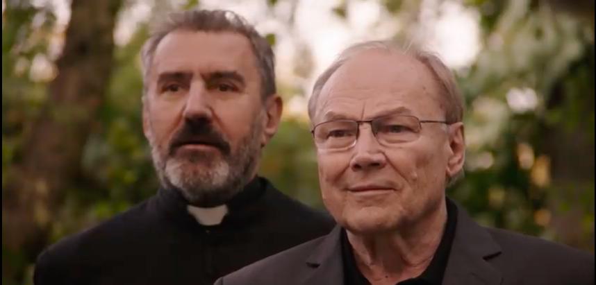 Megjött Szabó István új filmjének előzetese, Klaus Maria Brandauerrel és a papot játszó Eperjes Károllyal