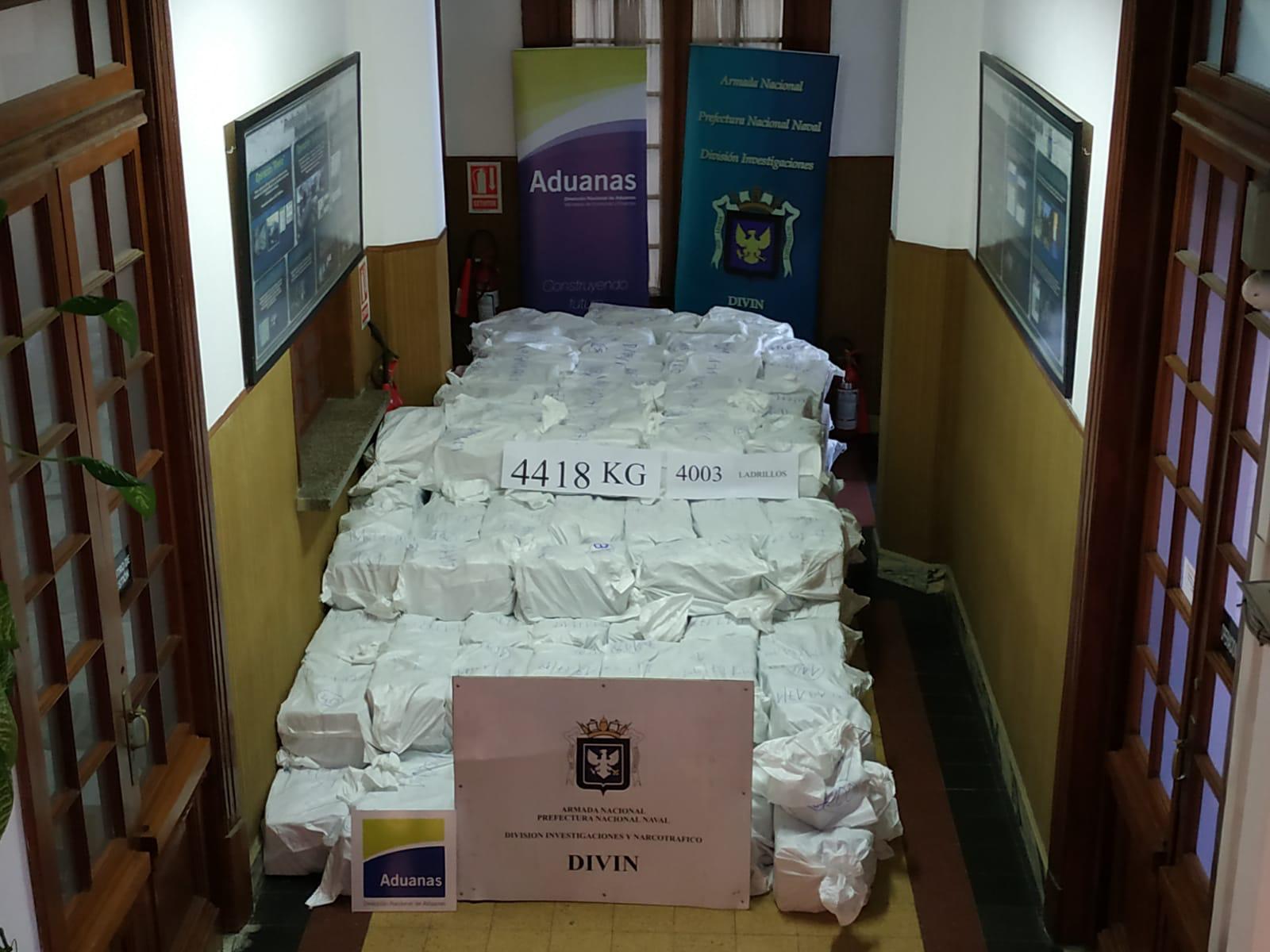 300 milliárd forintnyi kokaint foglaltak le egy montevideói kikötőben