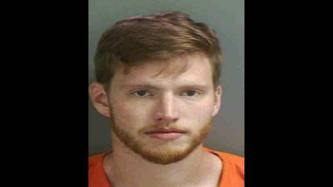 Egy floridai férfi összeveszett a barátnőjével, aztán mérgében fákat, benzinkutat és autómosót akart szétverni